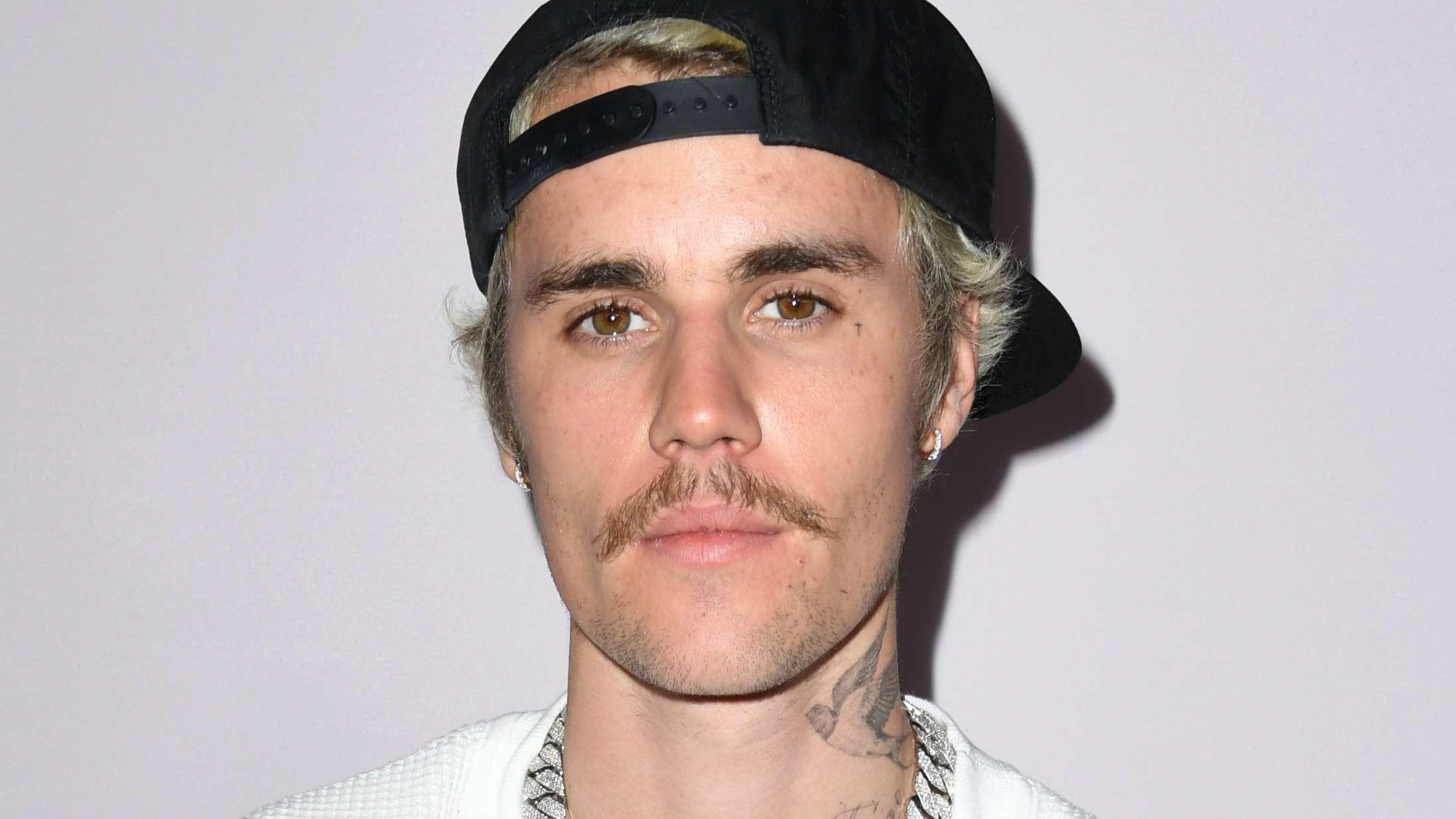 Justices bagland joker med, at Justin Bieber har stjålet deres logo til sit nye album 'Justice'