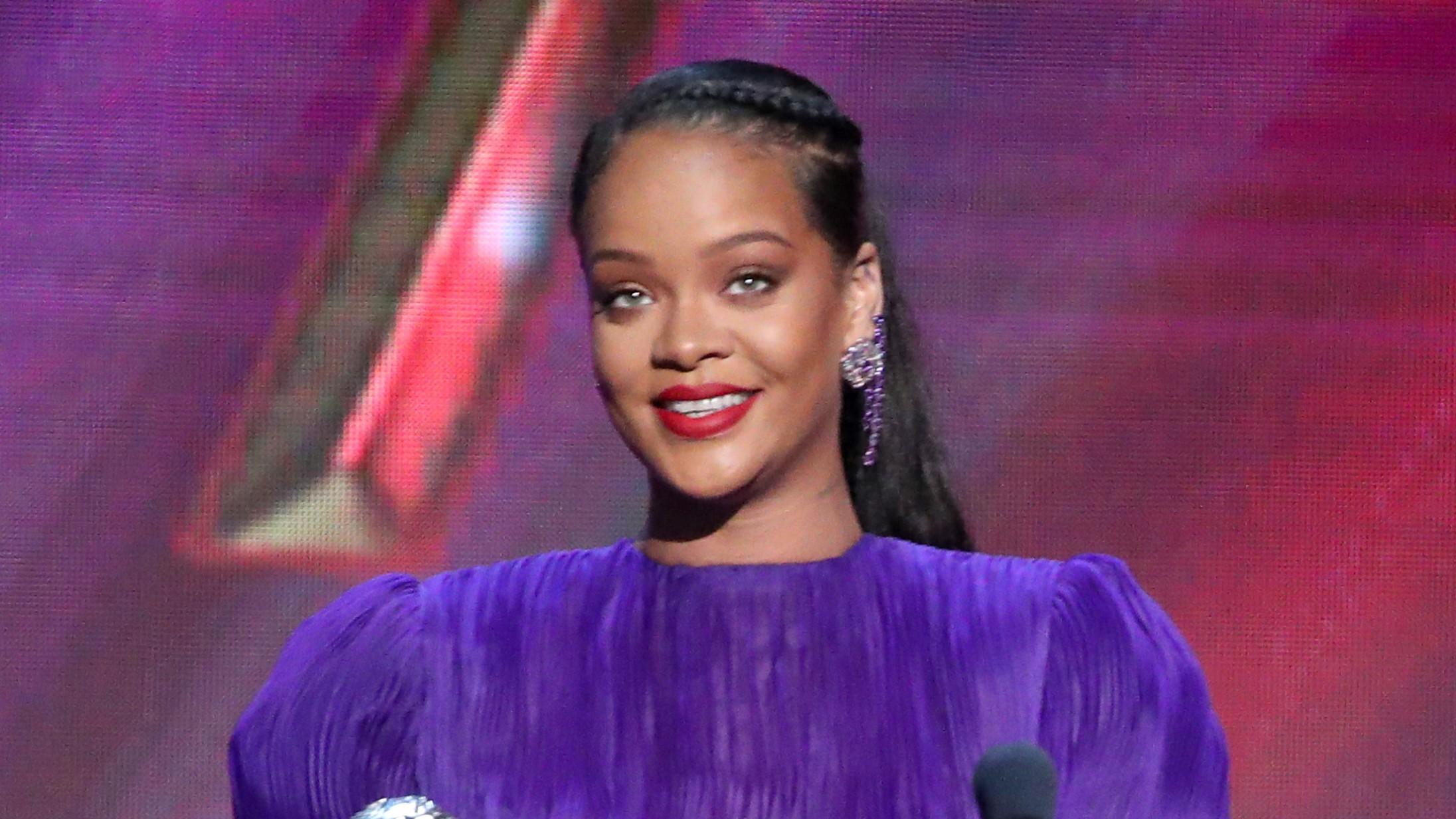 Rihanna vandt til NAACP Awards – både priser og med kraftfuld takketale og Givenchy-kjole