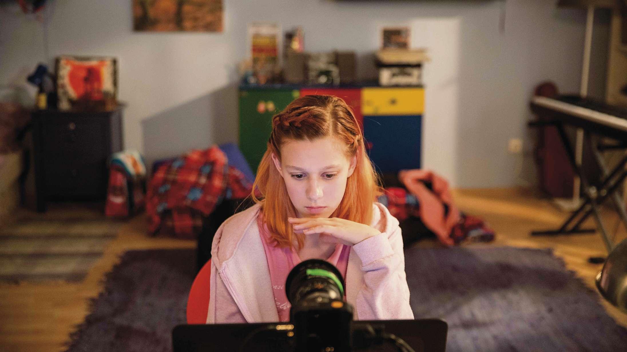 'Caught in the Net': Mænds digitale overgreb på 12-årige piger er chokerende i nyt dokumentareksperiment