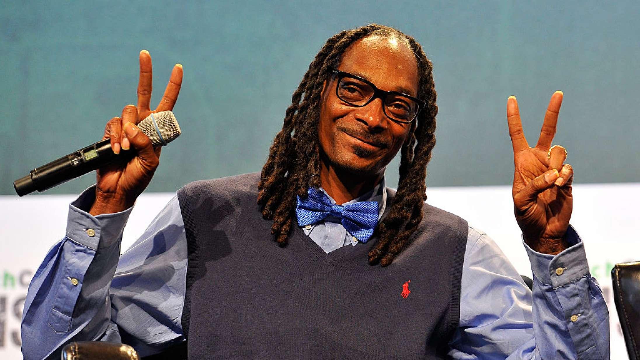 Snoop Dogg, Wiz Khalifa og flere ryger sig skæve i karantænen med #KushUpChallenge