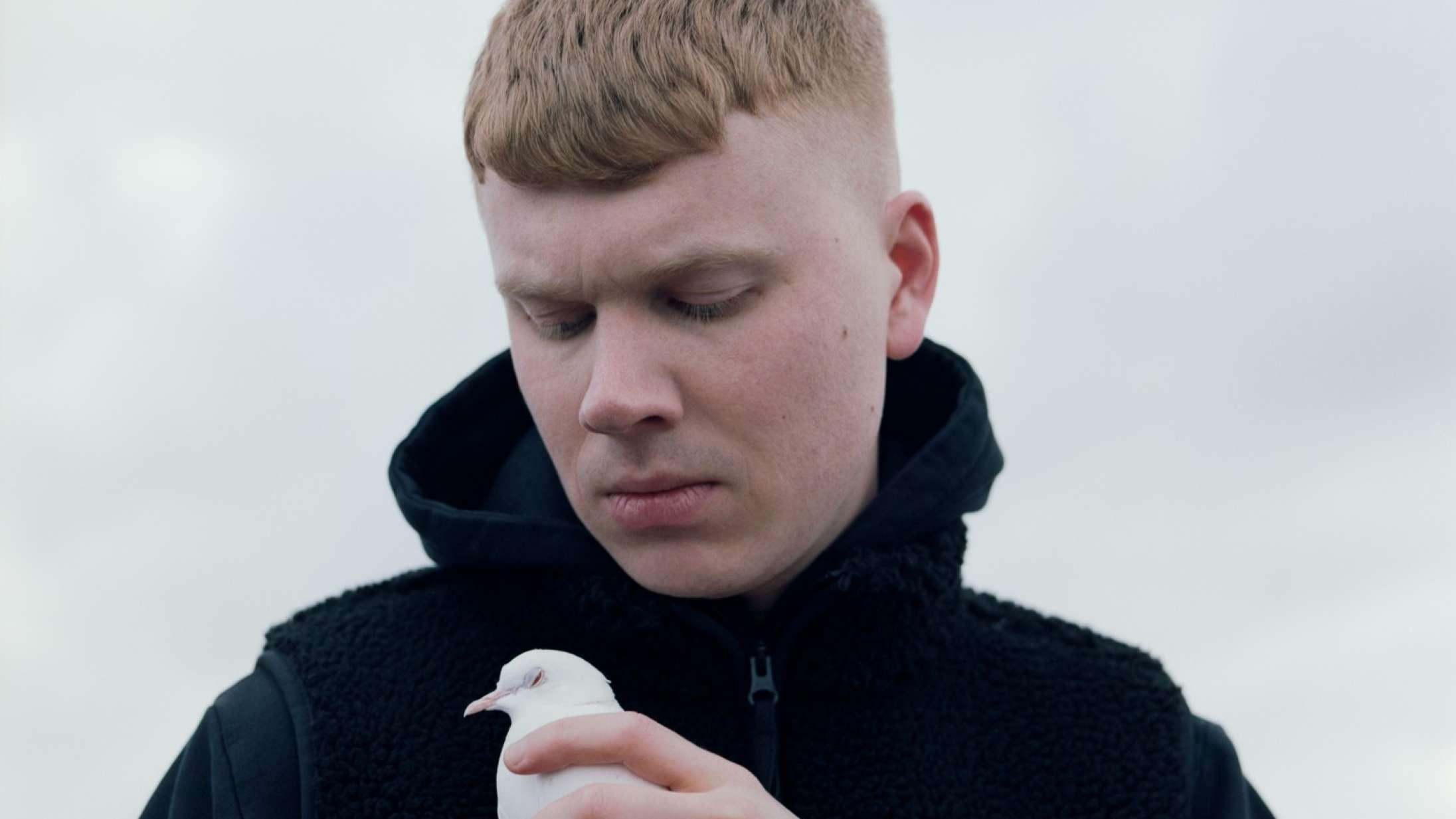 Emil Kruses klubbede rap har en smittende energi på 'Side A'