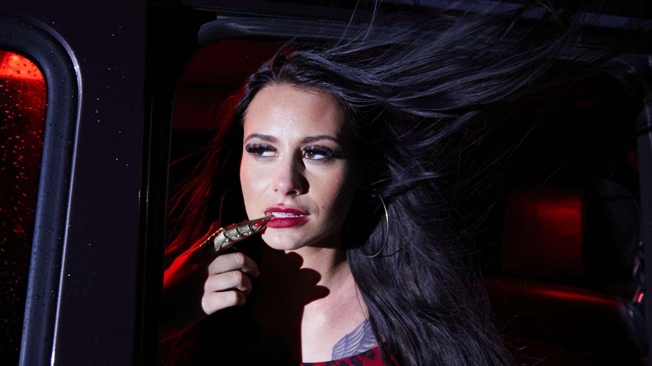 Tessa holder sig ikke tilbage på den nye single 'Så'n der': »Sangen handler om sex. Bum«