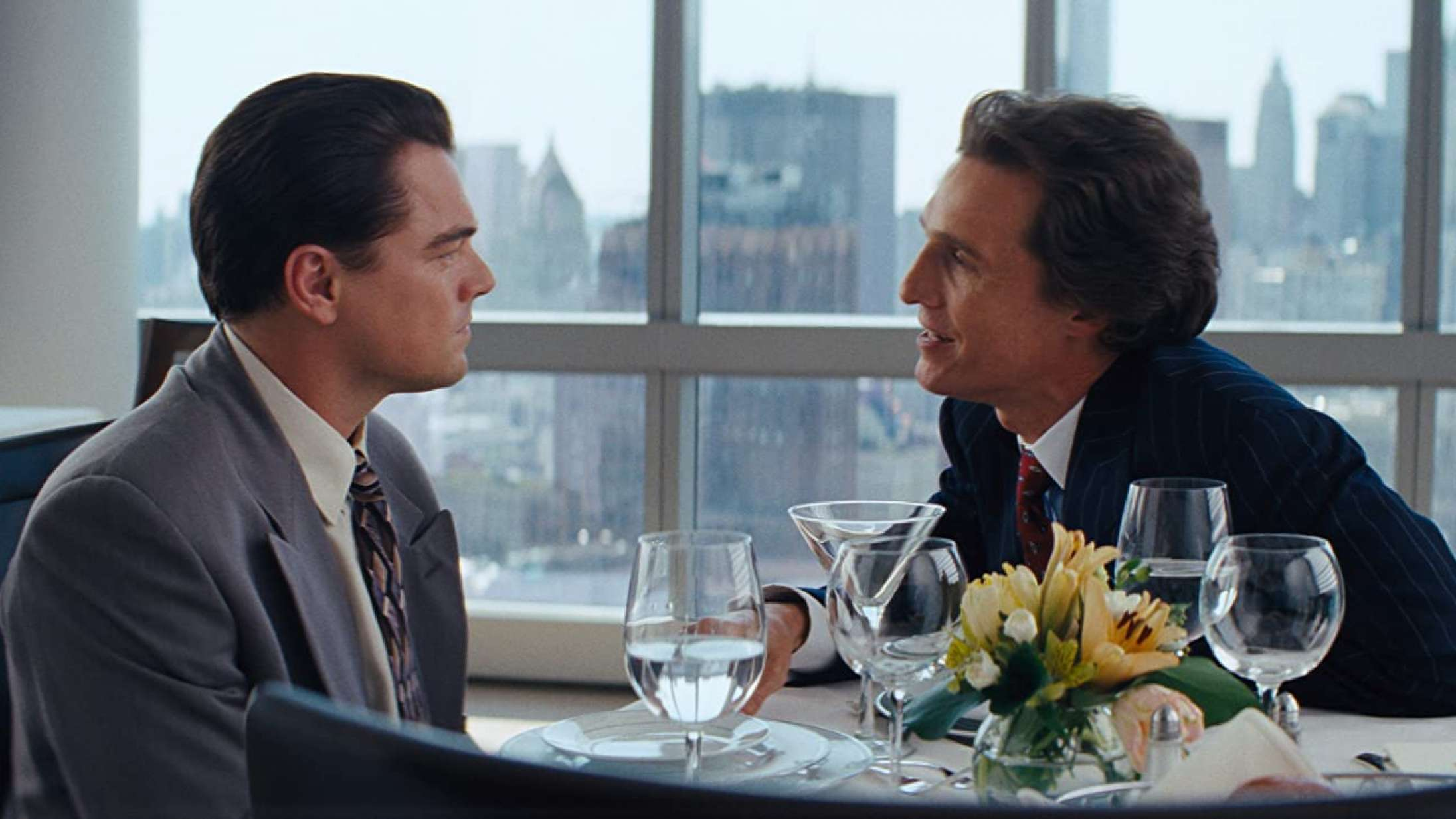 Matthew McConaughey fortæller, hvordan Leonardo DiCaprio fandt på den ikoniske nynnen i 'The Wolf of Wall Street'
