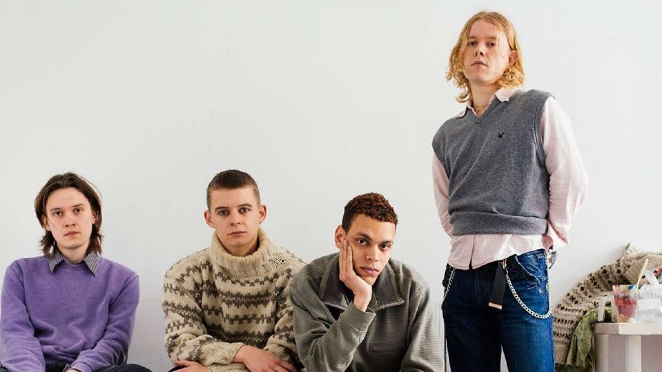 Liss deler to nye singler: Hør dansable 'Waste My Time' og melankolske 'Off Today'