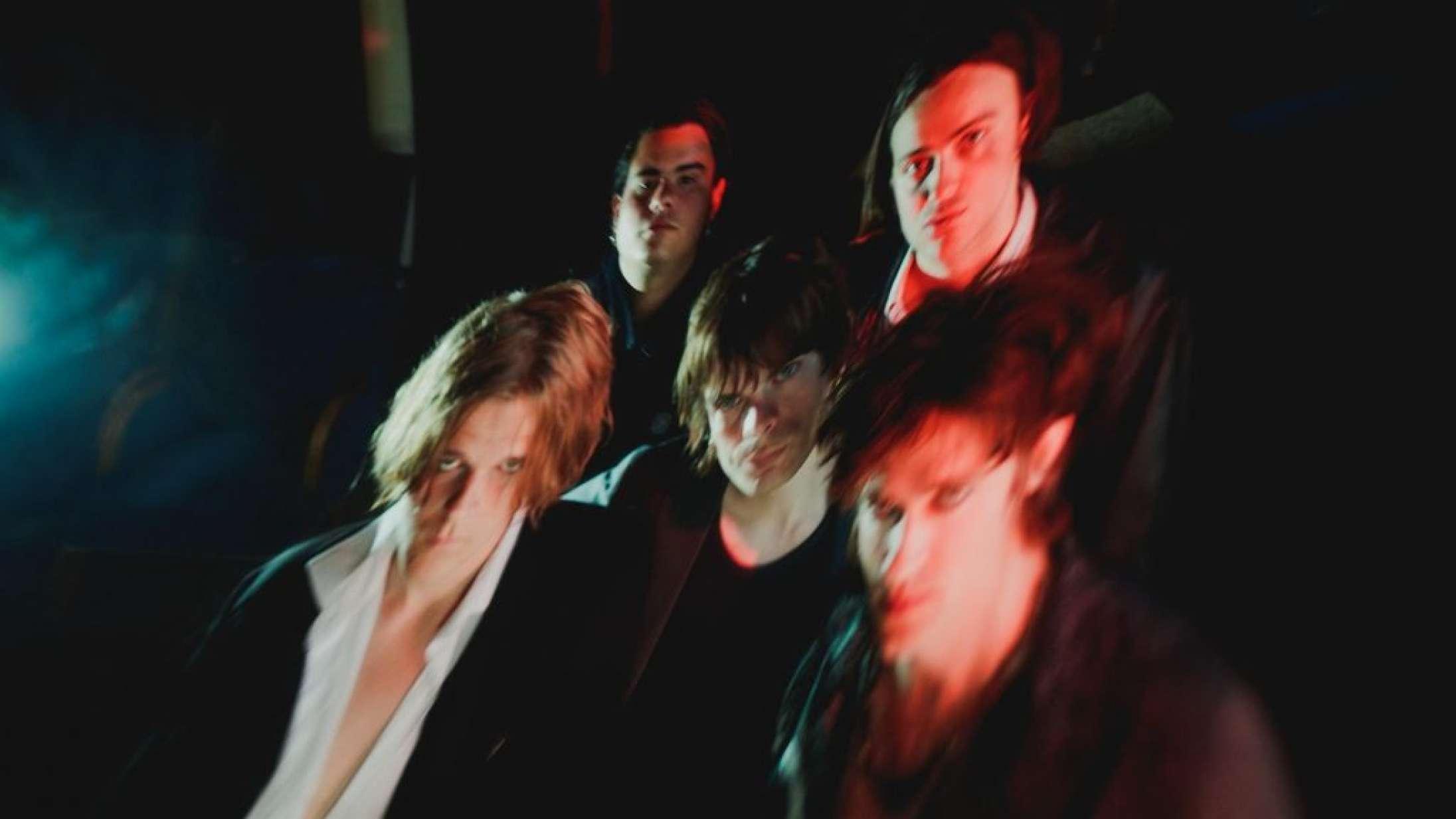 The Love Coffins andet album fører dem fornemt over i gothrockens verden