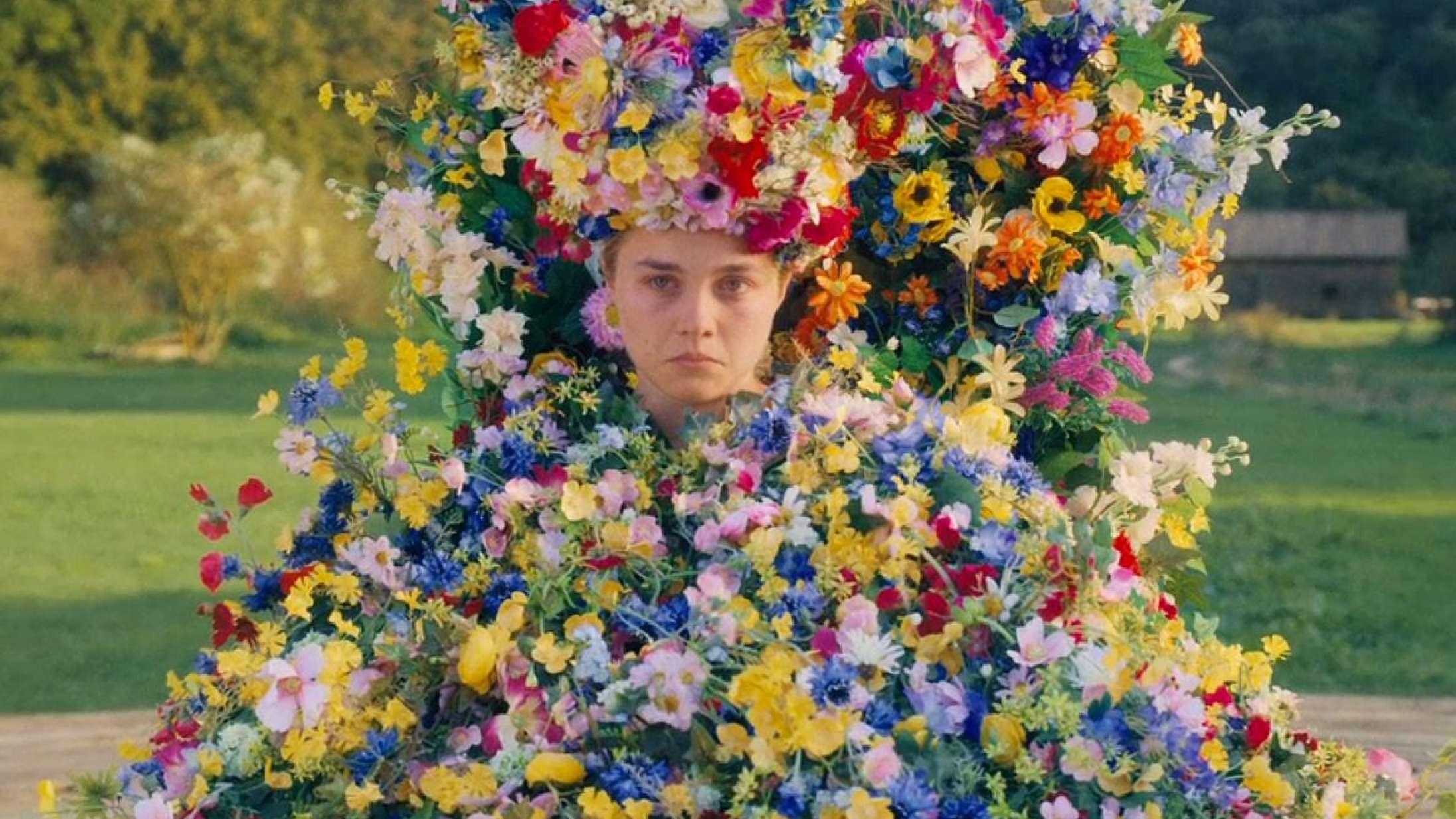Nu kan du købe Zendayas 'Euphoria'-hættetrøje, Robert Pattinsons træfigur og 'Midsommar'-blomsterkjolen på auktion