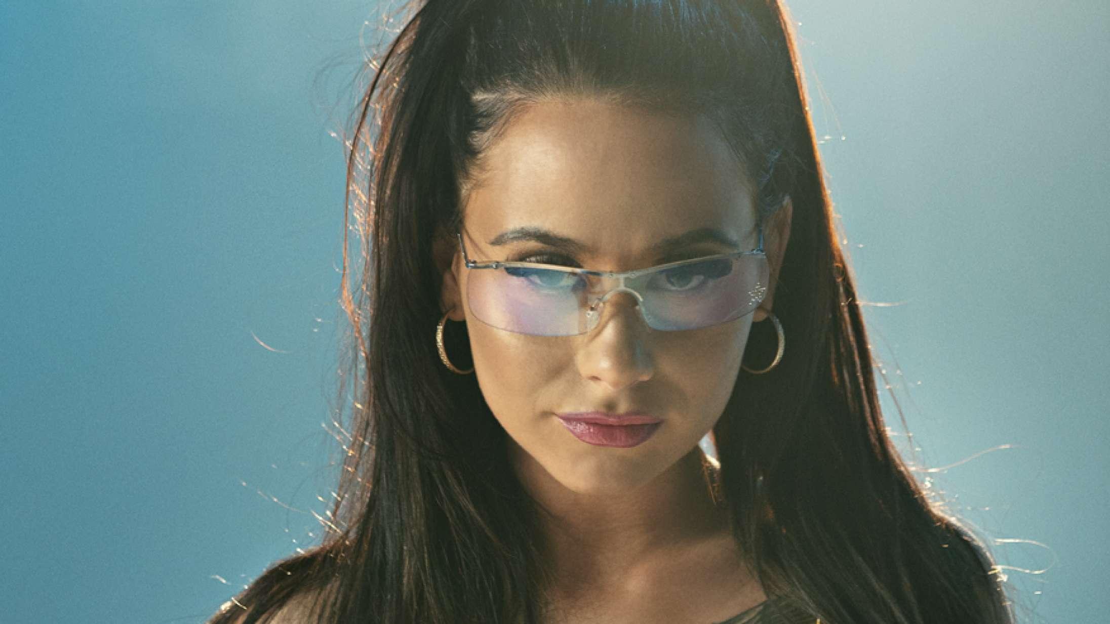Tessas nye single er en guide til at give nul fucks – hør 'Glo på mig'