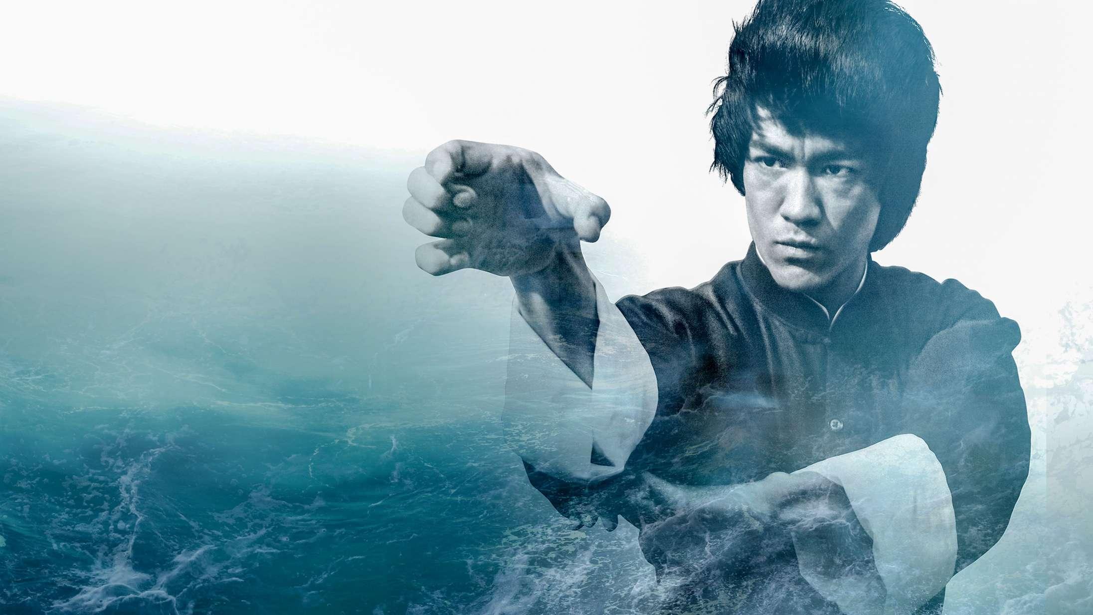 'Bruce Lee – Vær som vand': Overfladisk dokumentar cementerer kampsportlegendens eftermæle – men ikke meget andet