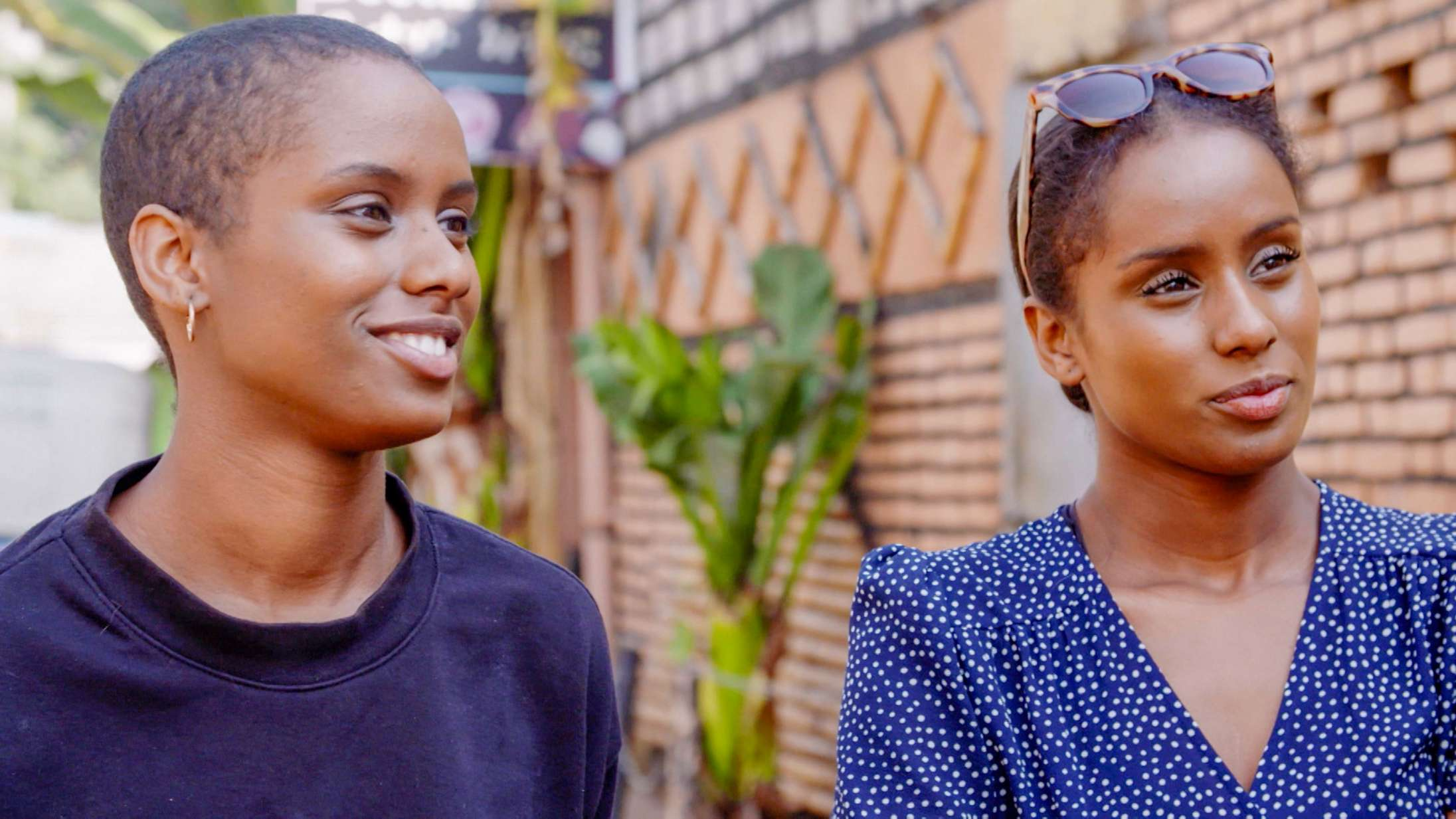 'Min sindssyge tvilling': Vellykket DR3-serie om søsterskab, psykiske lidelser og jagten på ophavet