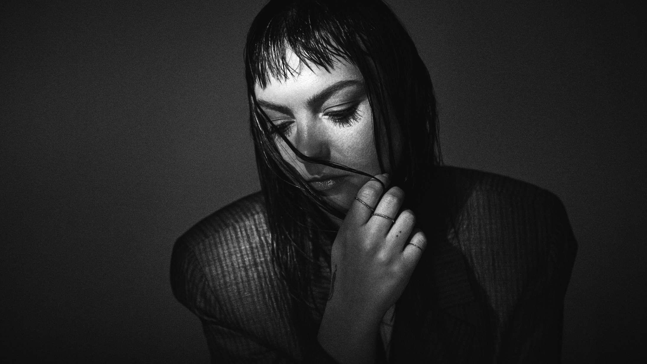 Angel Olsens usminkede versioner af egne sange er unødvendige, men stadig effektive
