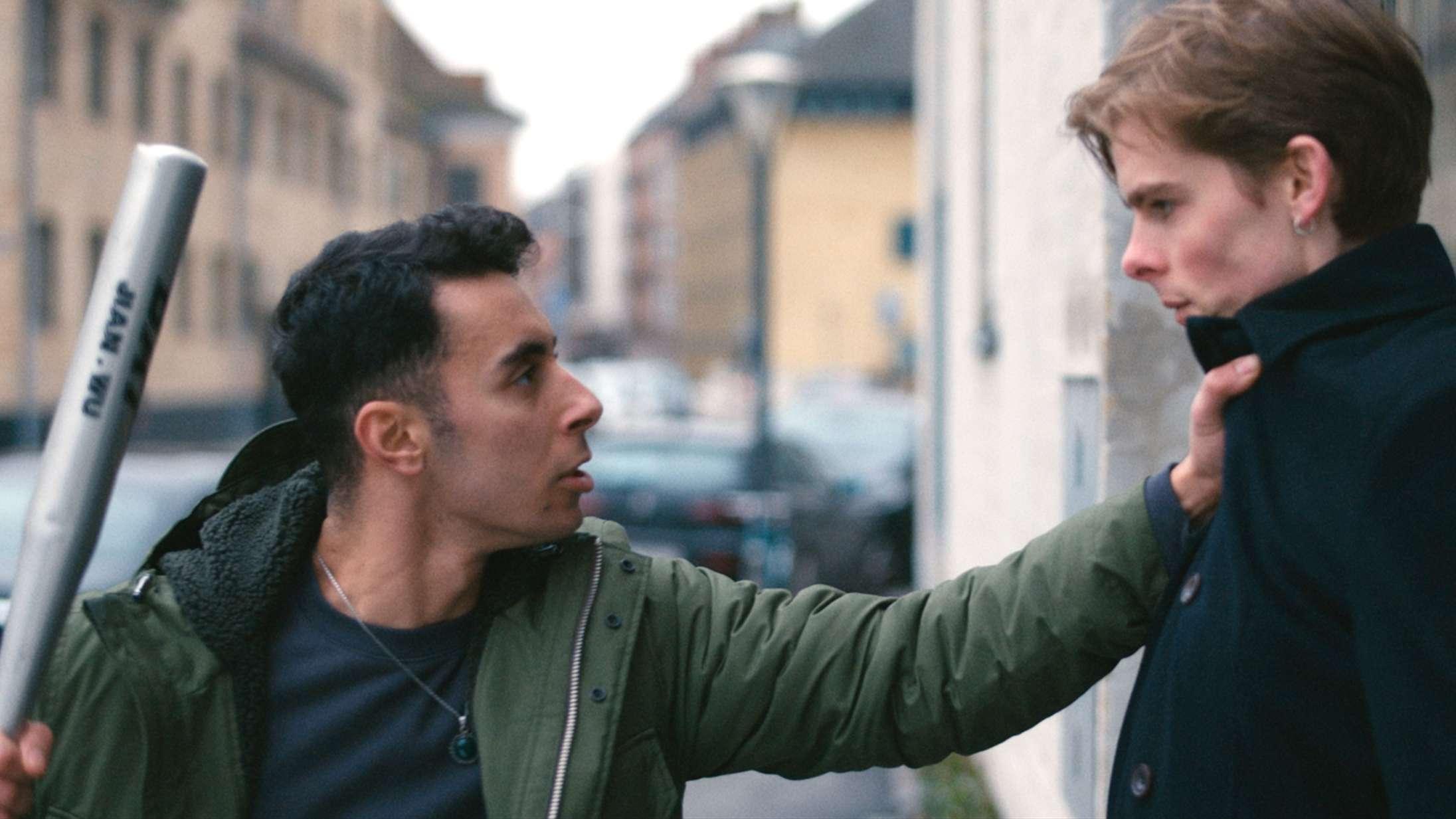 'Om natten lyver jeg aldrig': Tåkrummende DR3-serie om homoseksualitet fejler totalt