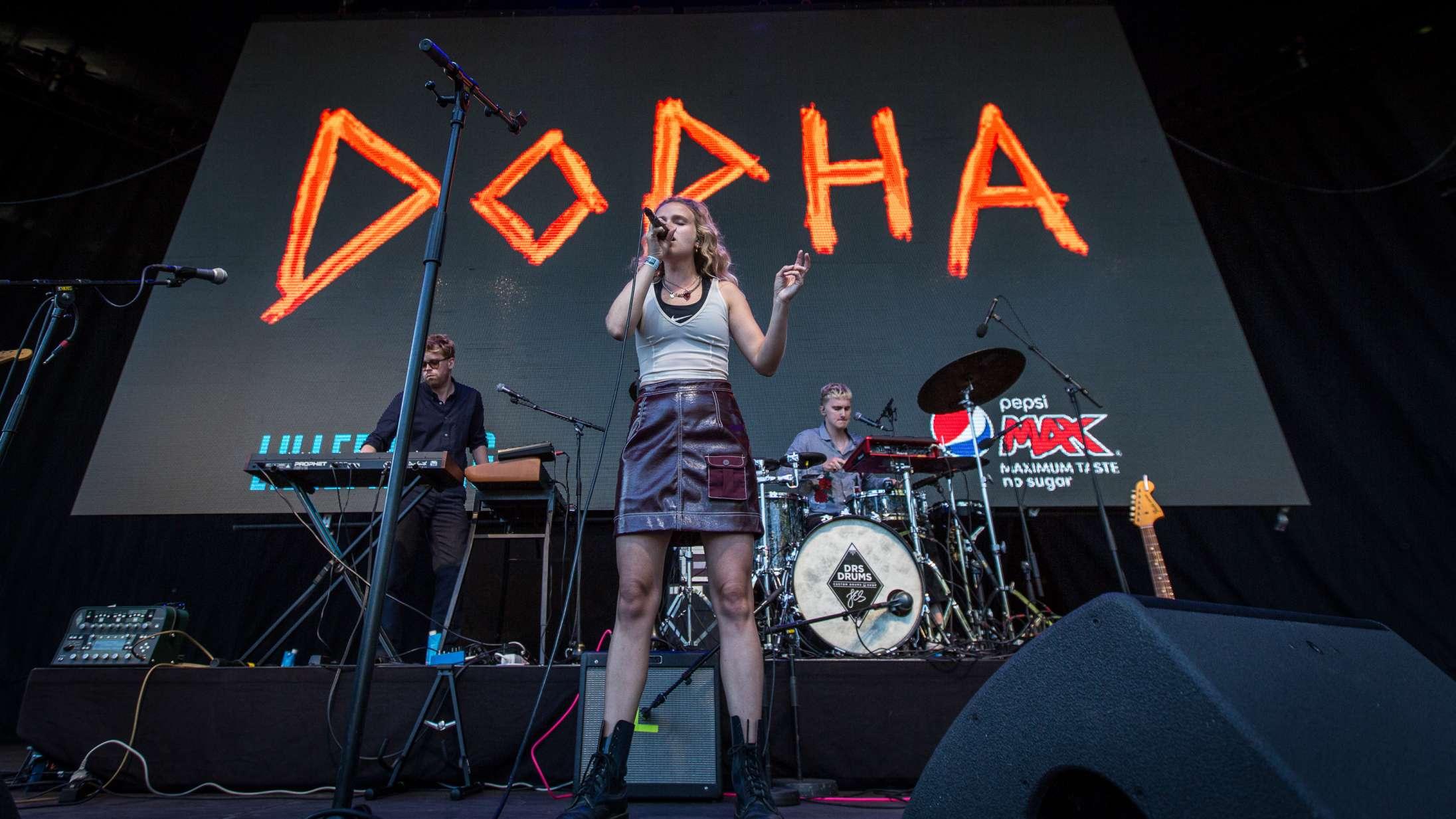 Poptalentet Dopha overvandt den akavede coronastemning til Lillefredag i Tivoli