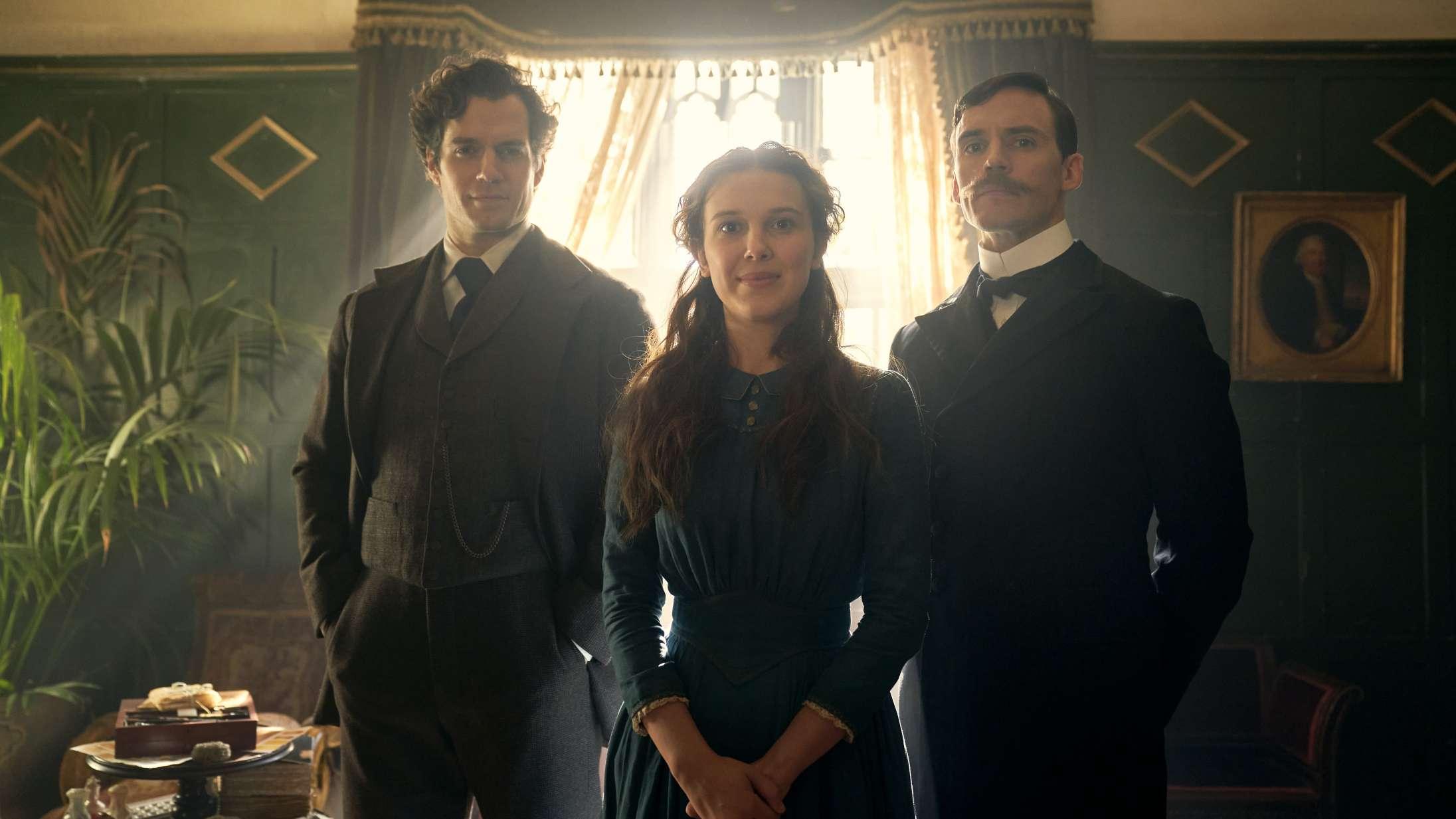 Millie Bobby Brown giver Sherlock baghjul i første trailer til Netflix-filmen 'Enola Holmes'