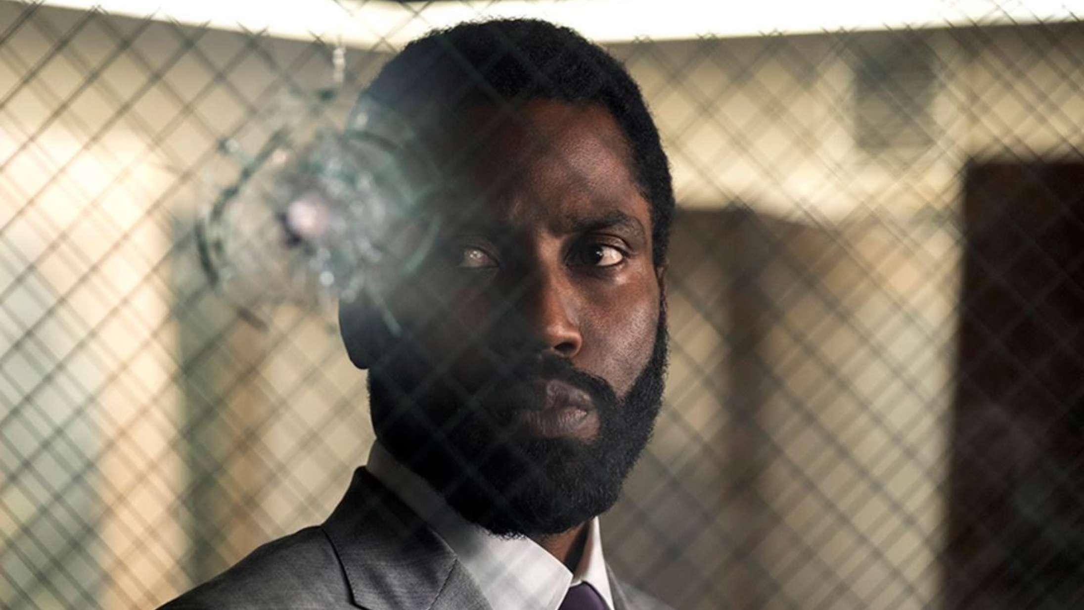 Med 'Tenet's klammeste scene sender Nolan et stærkt signal til Hollywoods voldsfetichister