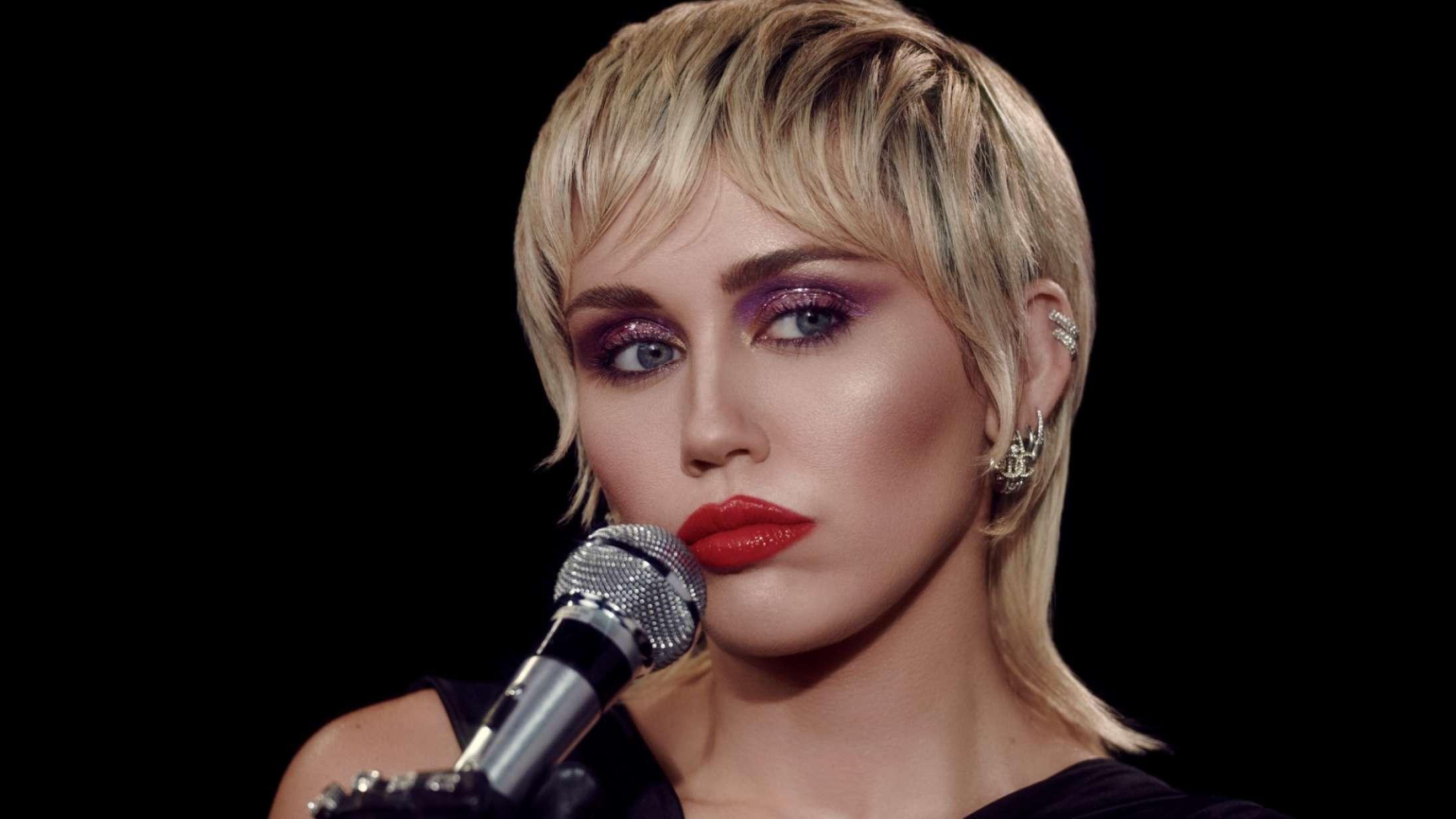 Miley Cyrus annoncerer MTV Unplugged-koncert – med interessante covernumre