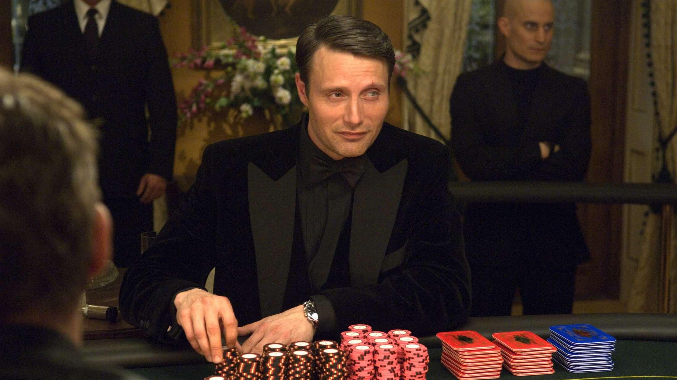 Mads Mikkelsen fortæller om 'Casino Royale'-bommert og potentielt 'Hannibal'-kys i nyt interview