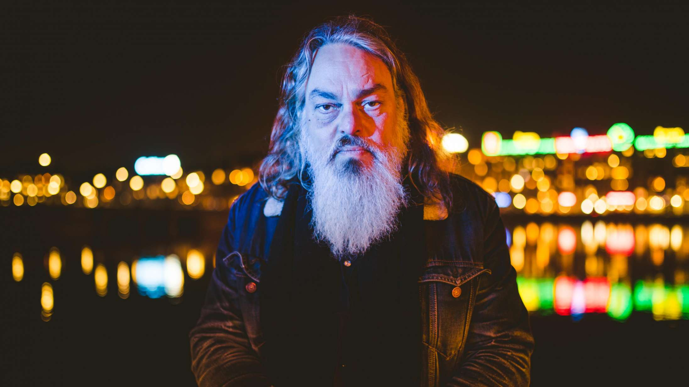 Uffe Lorenzen sætter strøm til sit mest folkelige album til dato