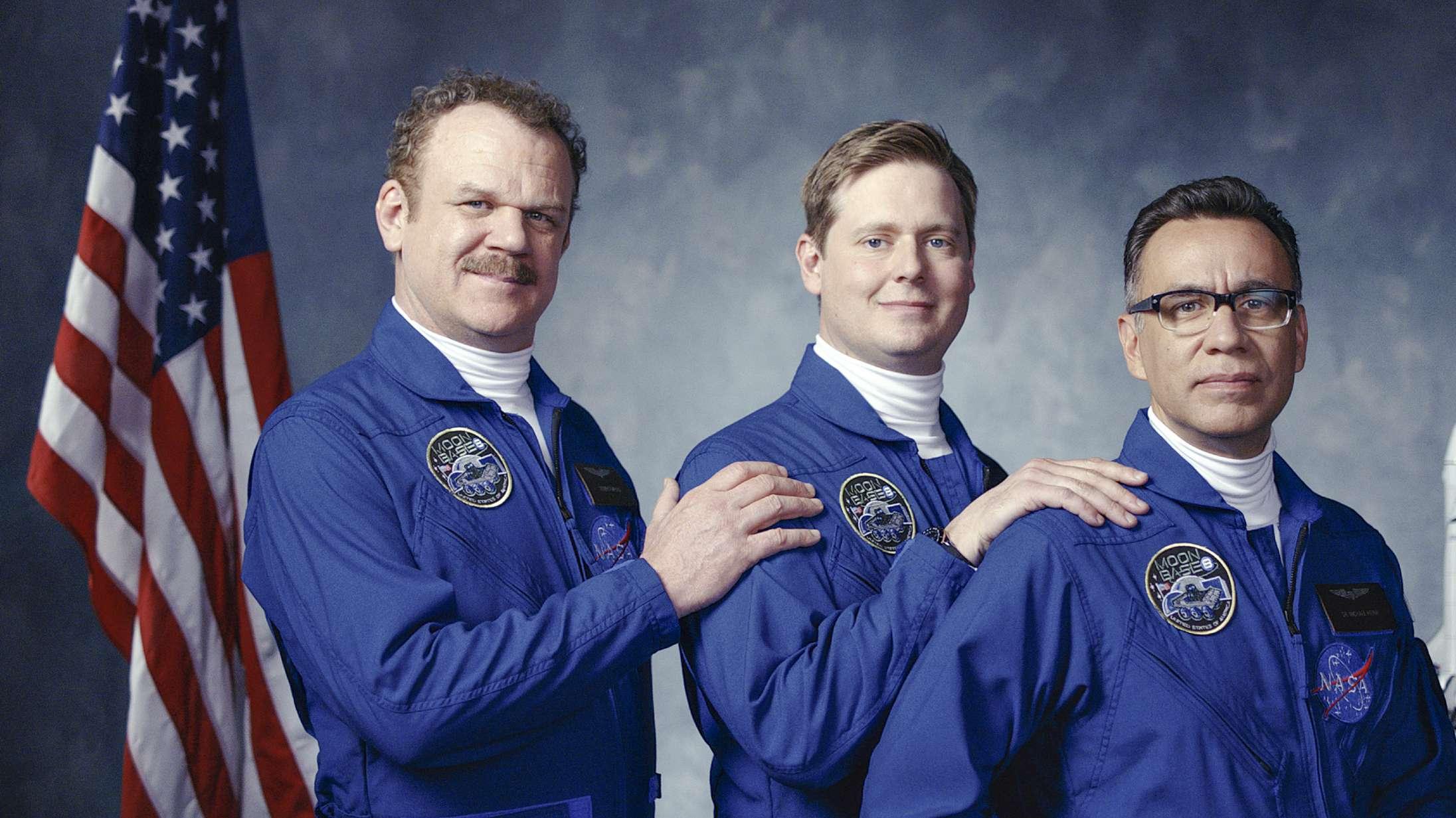 'Moonbase 8': Topfjollet rumkomedie får tiden til at flyve med 28.000 km i timen