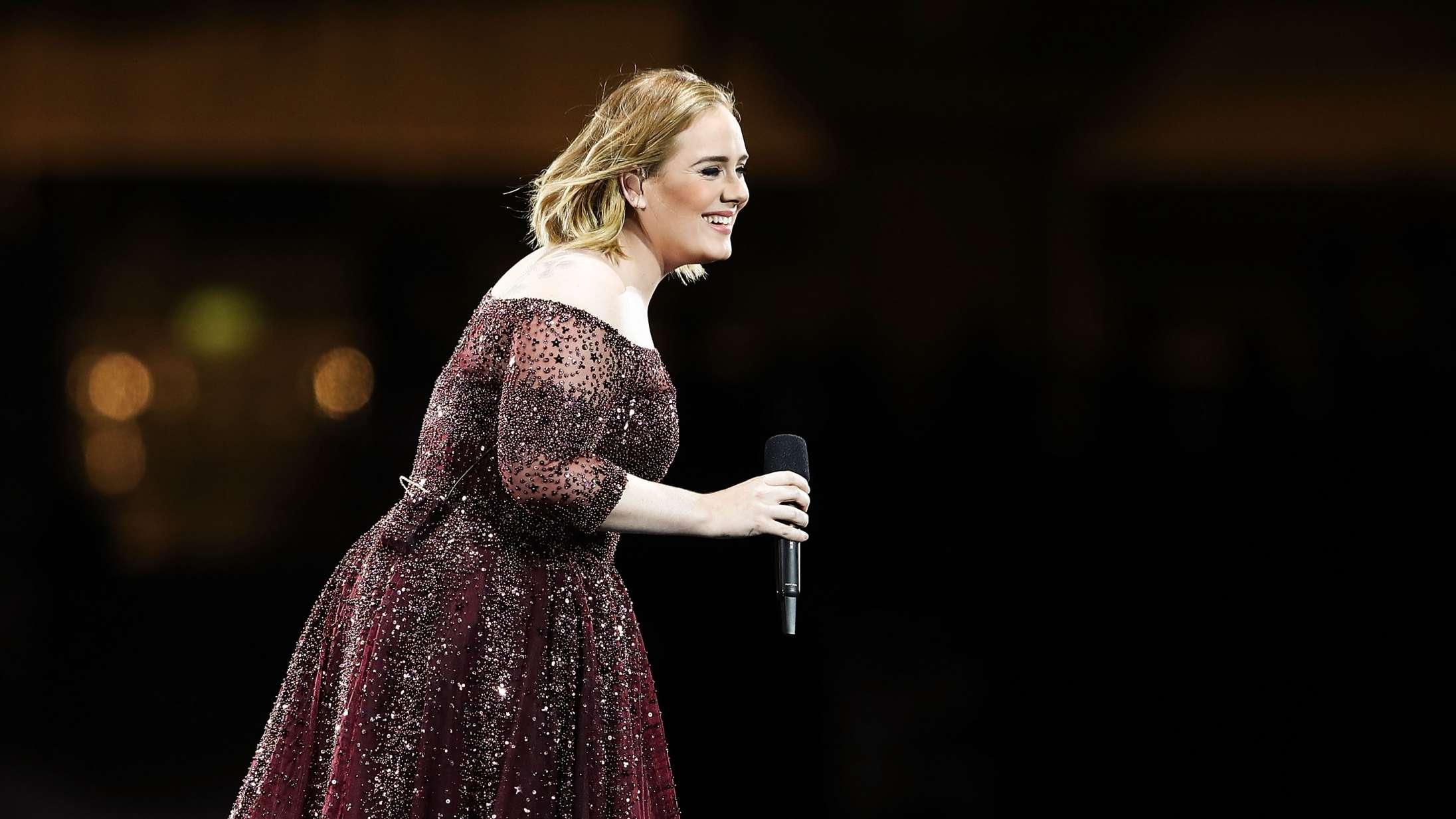 Adele er vært til weekendens 'Saturday Night Live'– men skal hun ikke synge?