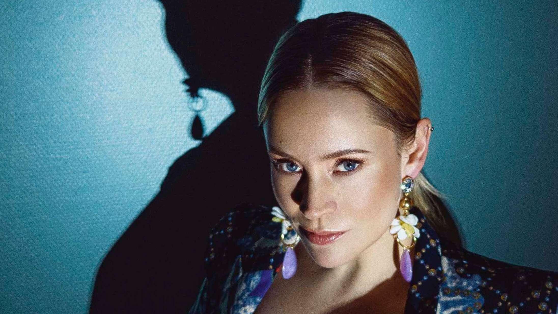 Efter 11 års albumpause er den norske popsanger Annie tilbage med en ny stil