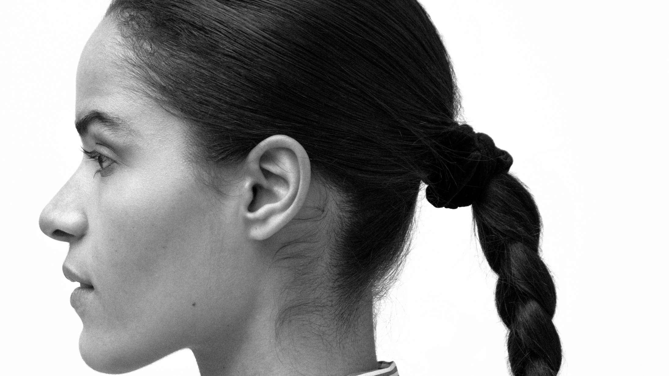 'Nøgen': Anya går helt nye veje på dansksproget ep