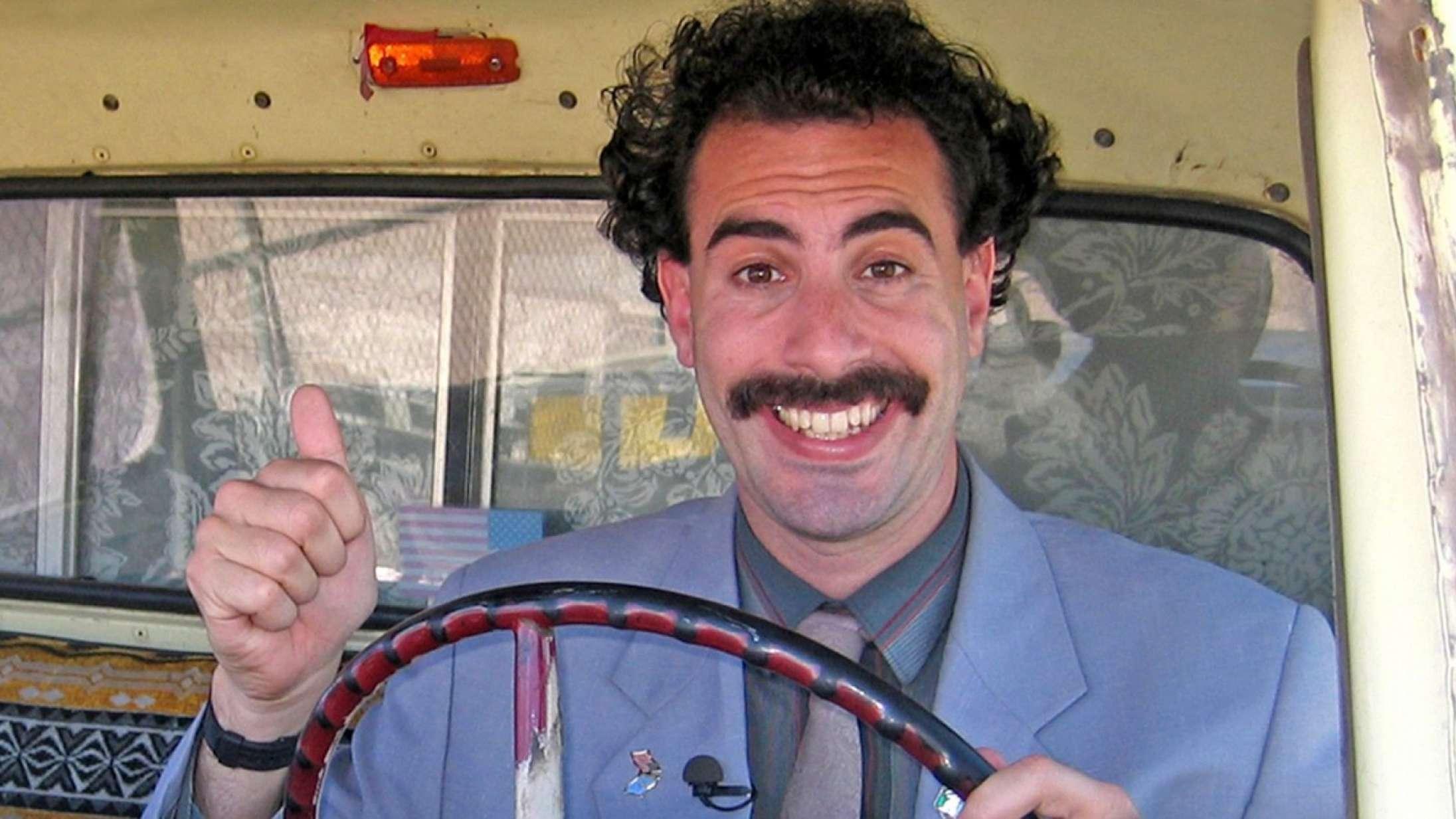'Borat Subsequent Moviefilm': Sacha Baron Cohen er stadig kongen af grænsesøgende komik