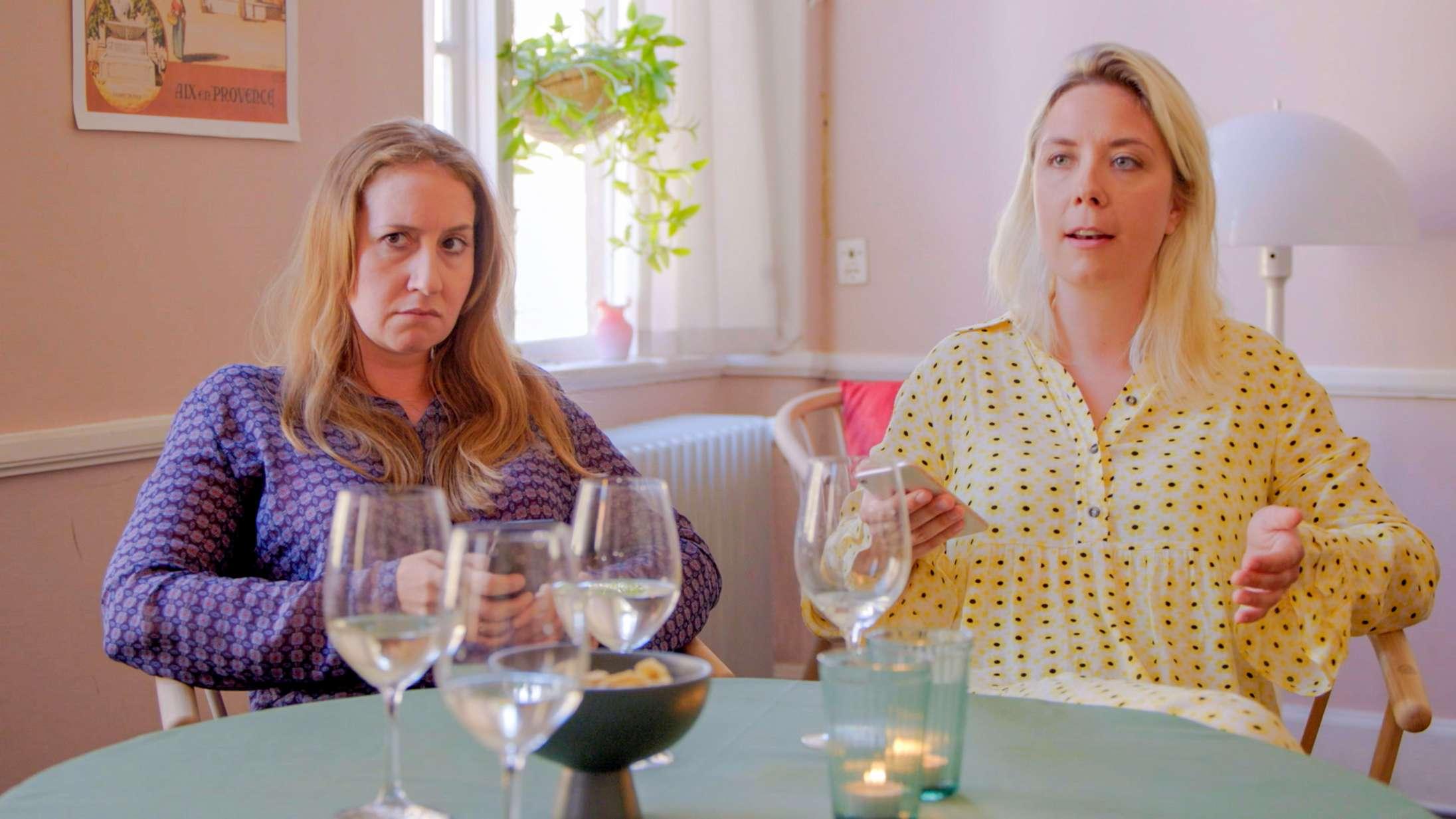 'Hvorfor snakker vi ikke om mig?': To danske komikertalenter har fantastisk passiv-aggressiv timing i ny DR-satireserie