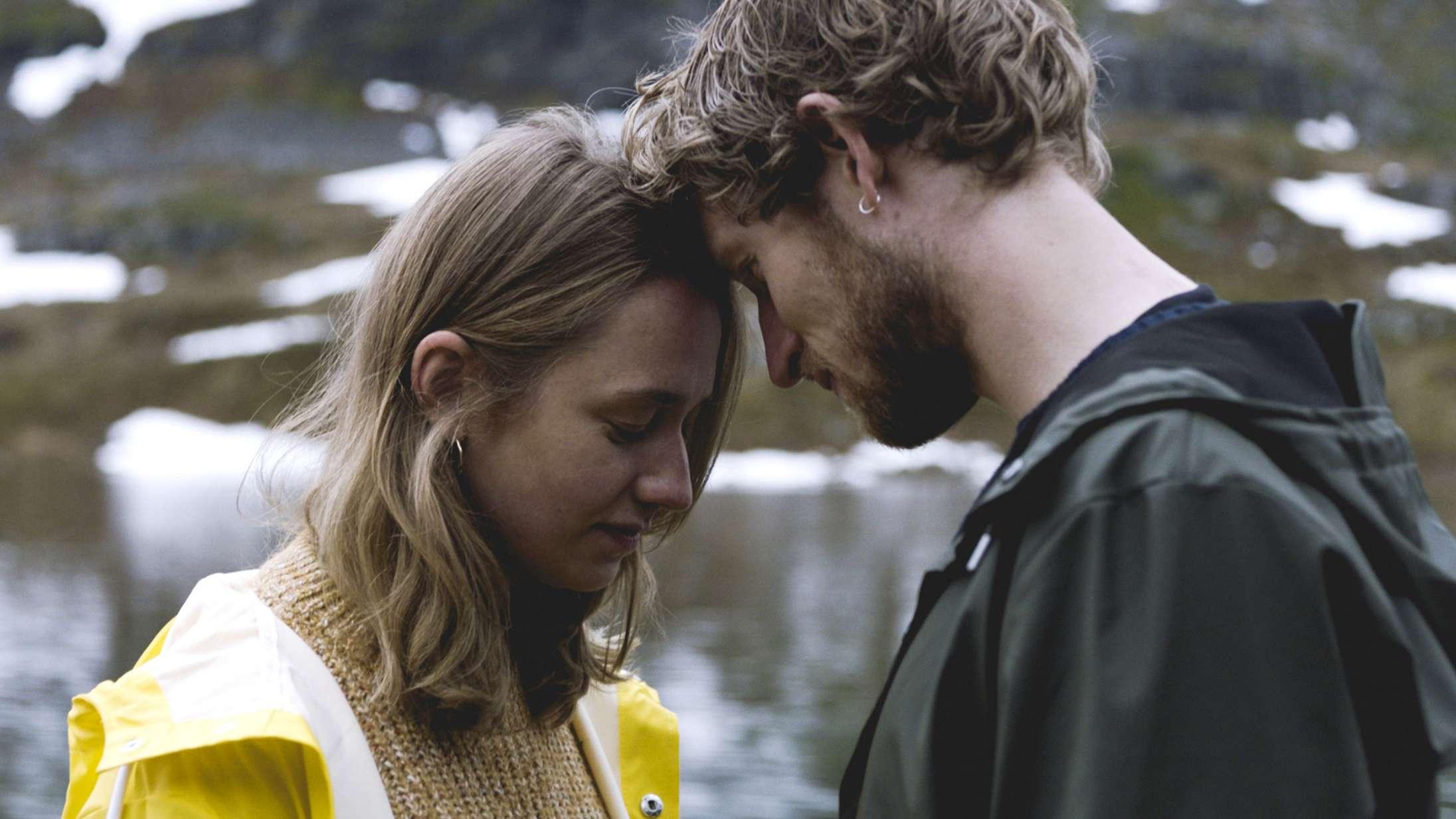 'Noget om Emma': Det er svært at tro på kærlighedshistorien i ny DR3-serie