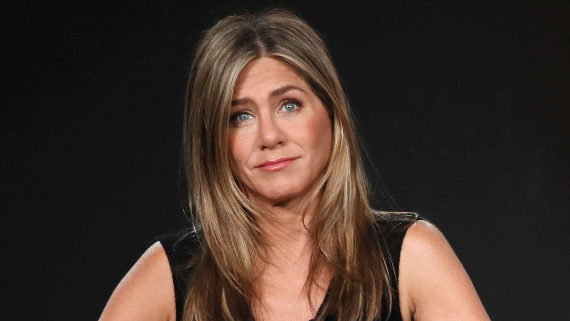 Lad nu være med at stemme på Kanye West … opfordrer Jennifer Aniston
