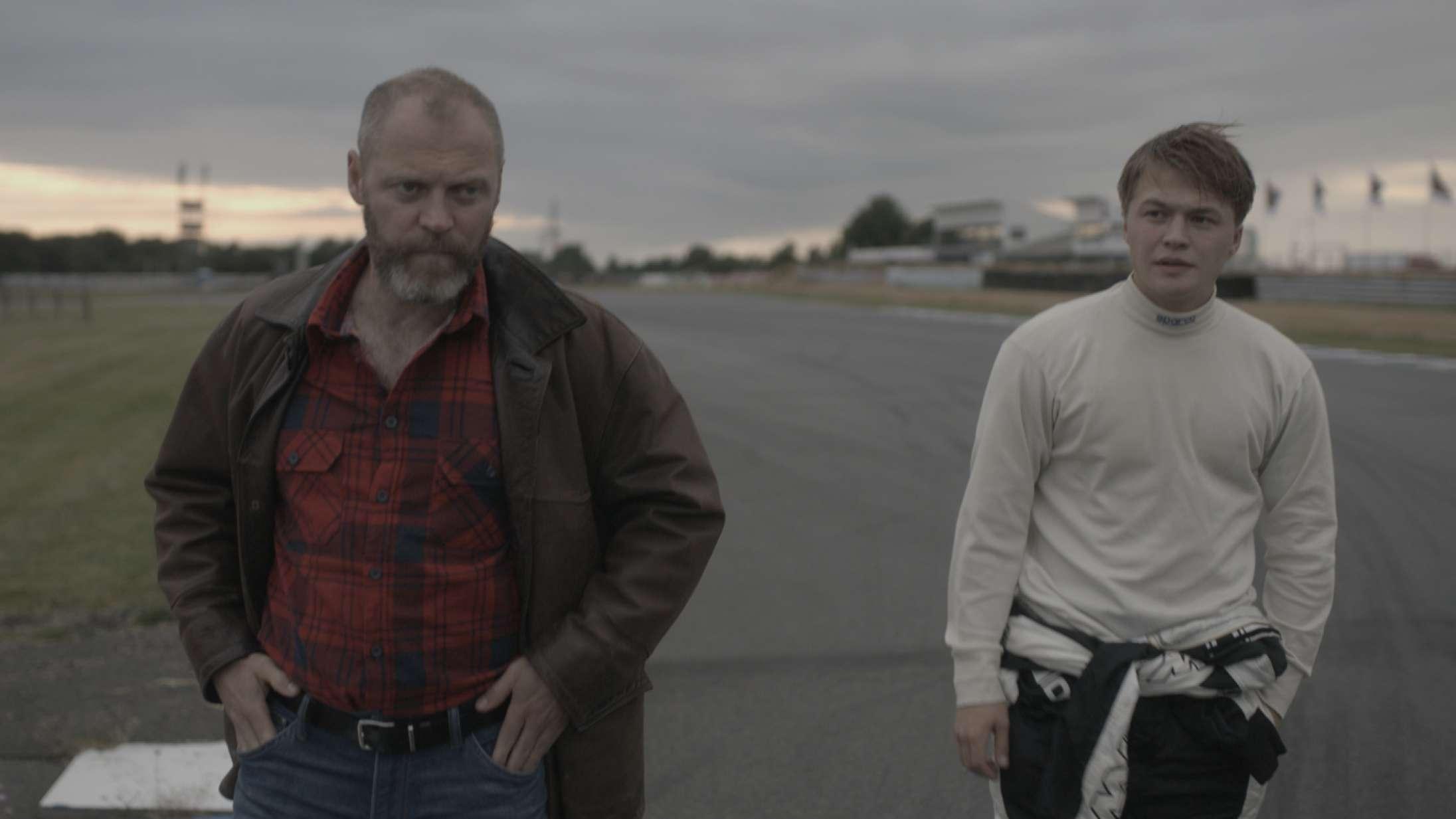 Jacob Lohmann, Sylvester Byder og Clara Rosager sætter fokus på misbrug i hjemmet med kortfilmen 'Natsværmer' – se den her