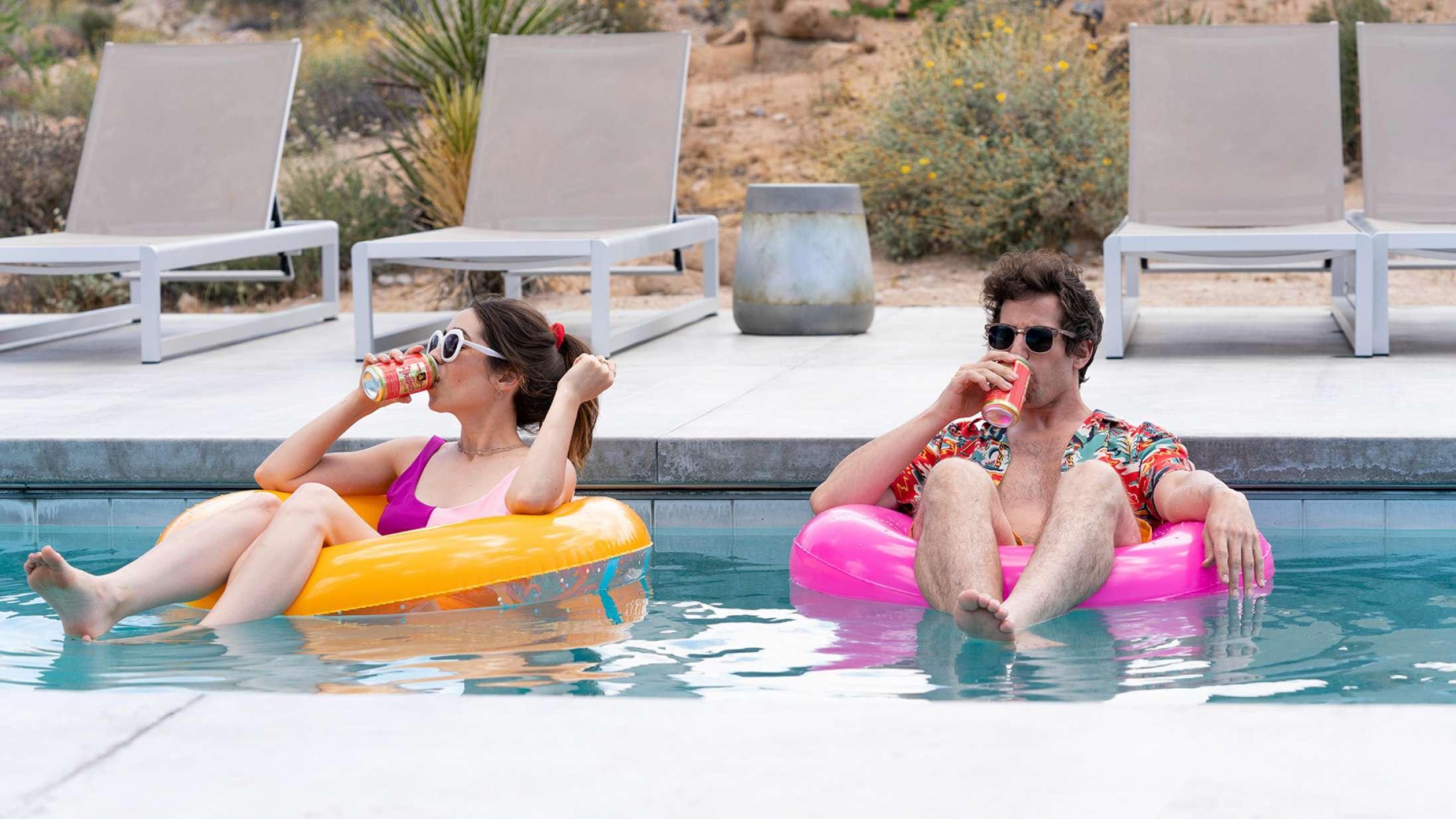 'Palm Springs': Andy Samberg og gennembrudsstjerne bærer charmerende opdatering af 'Groundhog Day'