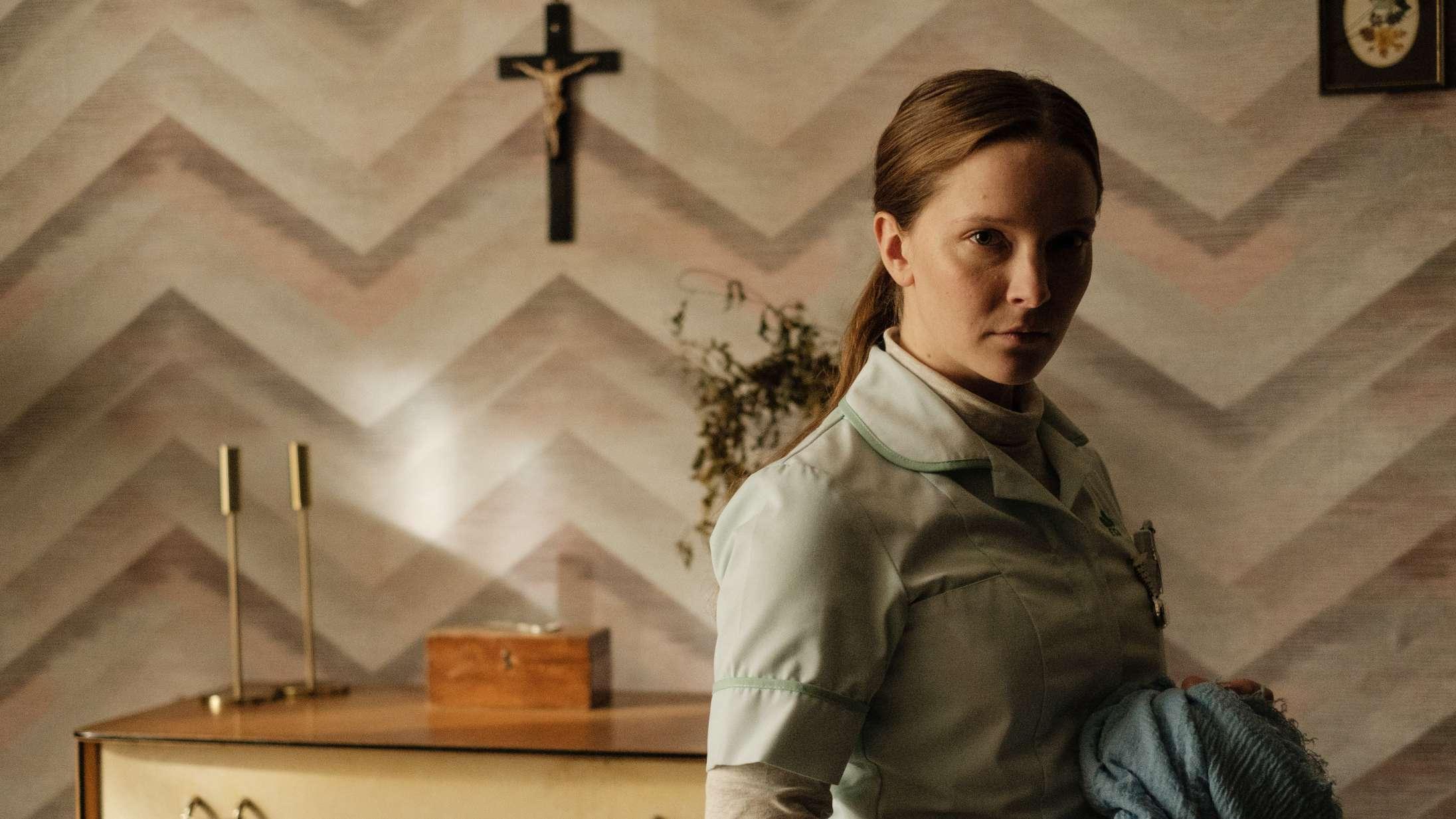 'Saint Maud': Guddommelig horrordebut er ét langt nerveangreb af krybende ubehag