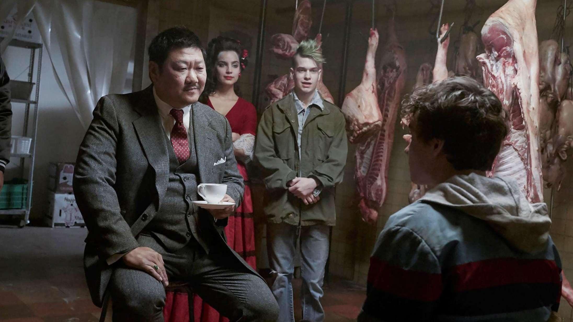 'Deadly Class': Dræberelever langer øretæver ud i bizart underholdende Netflix-serie