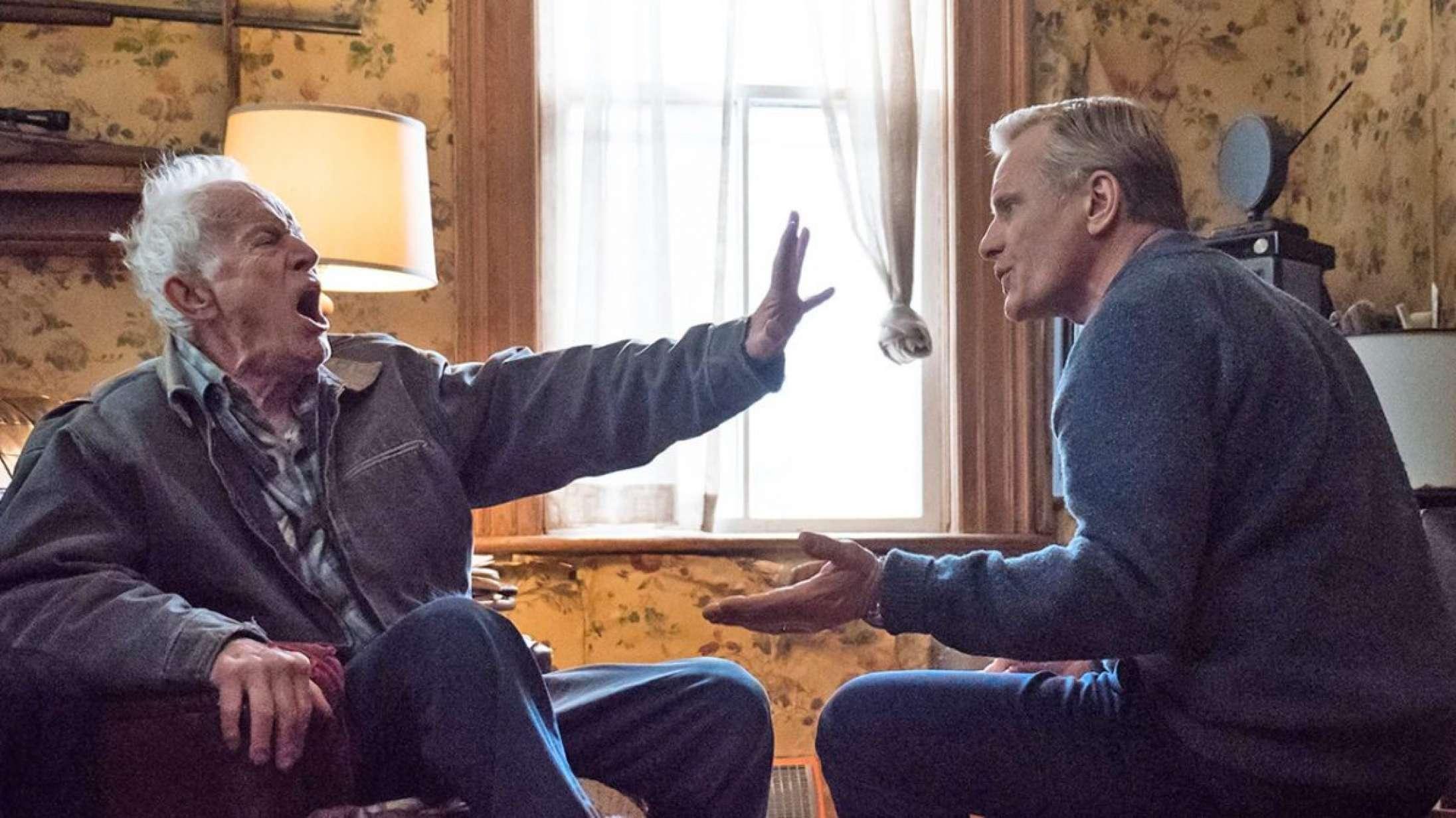 'Falling': Rablende bedstefar skælder ud på alt og alle i Viggo Mortensens intime instruktørdebut
