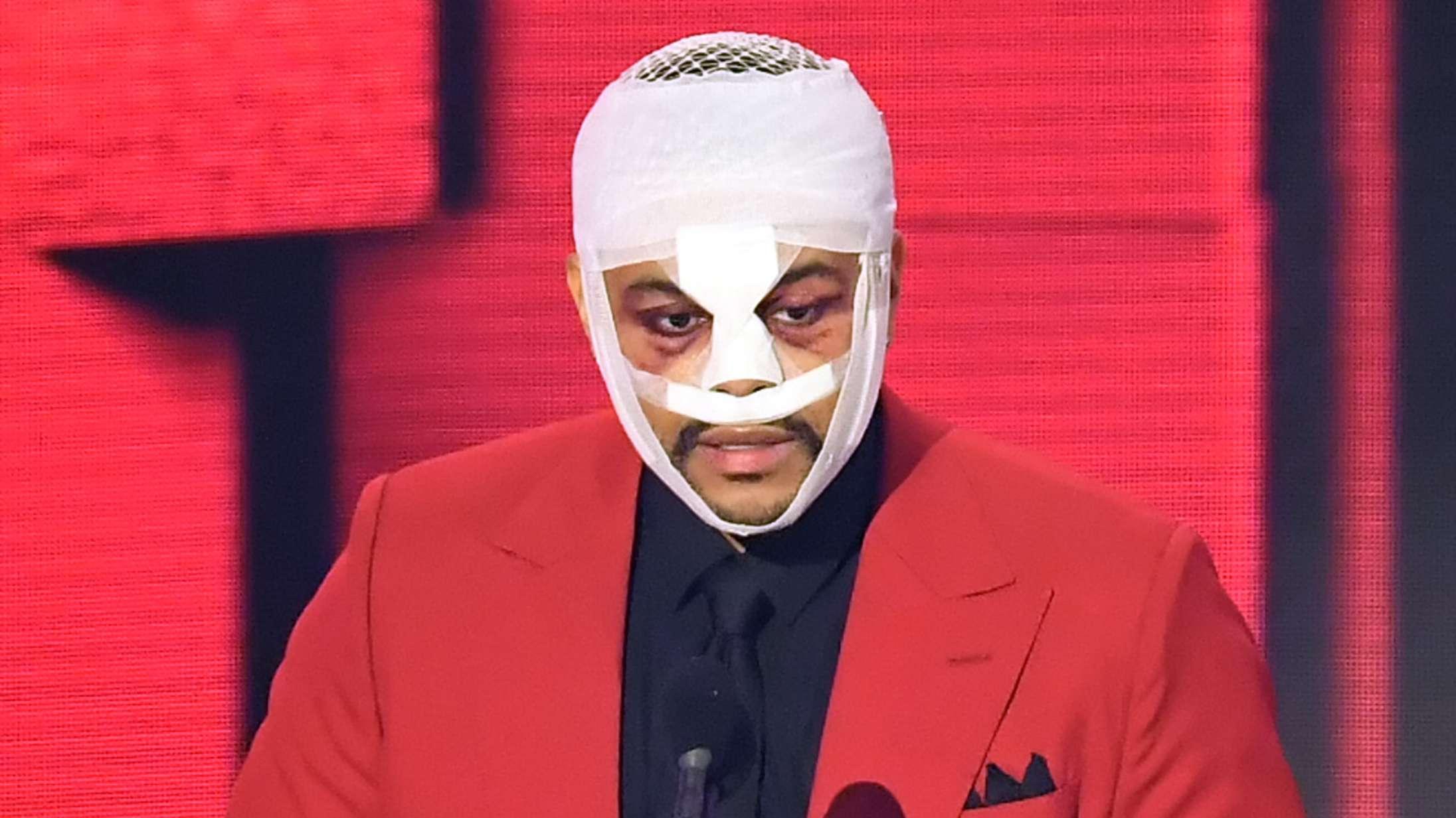 The Weeknd lukkede L.A. ned med spektakulær optræden – men hvad sker der lige for hans mumie-ansigt?