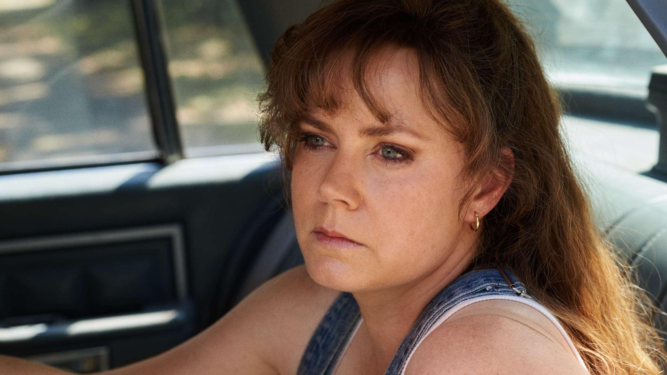 'Hillbilly Elegy': Amy Adams og Glenn Close ligner, at de er til udklædningsfest, i Oscar-madding på Netflix