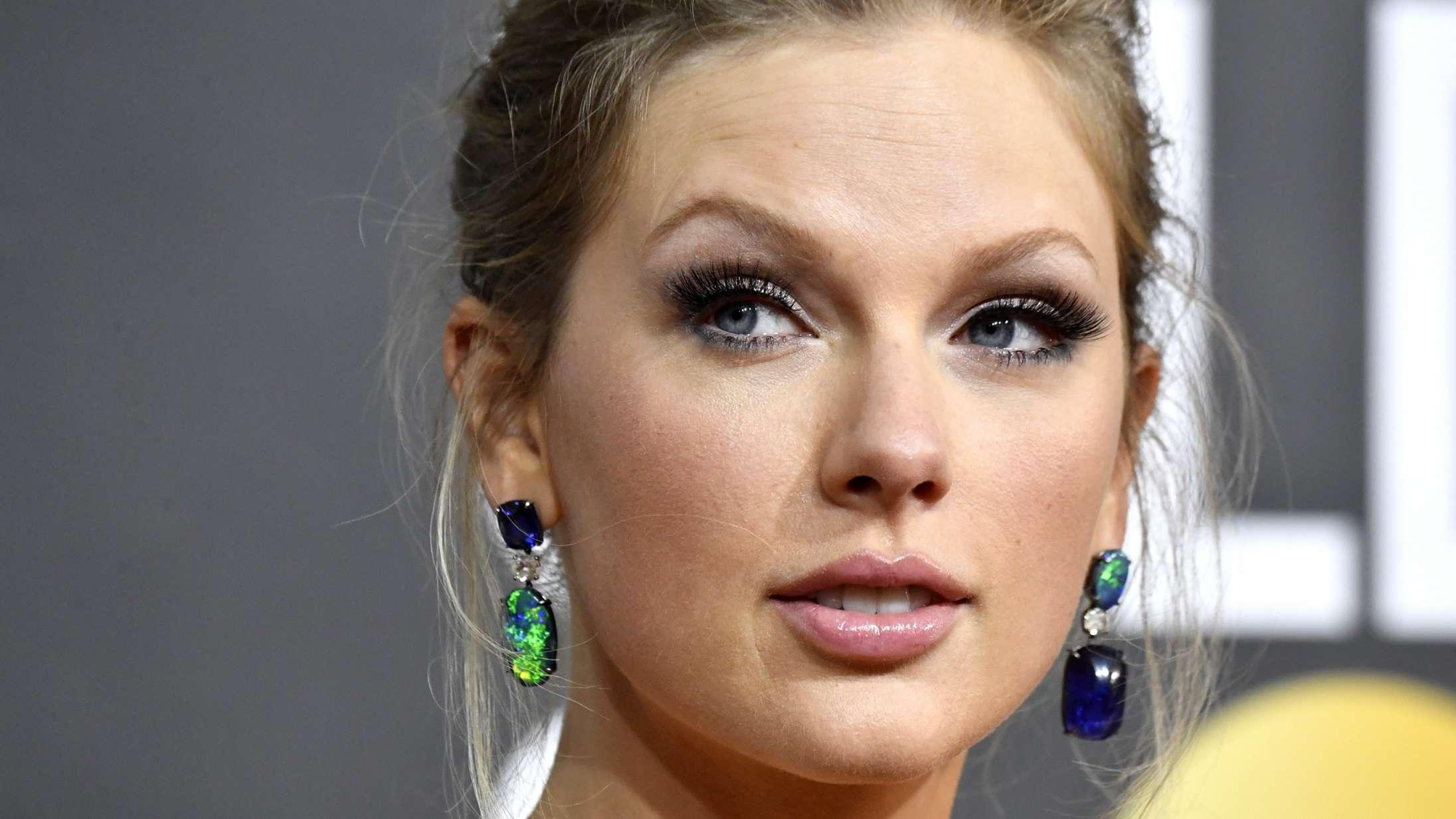 Internettet er overbevist om, at Taylor Swift og Harry Styles har begået mord