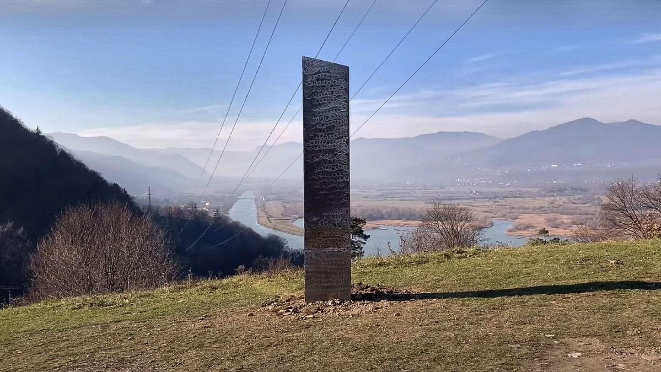 Mysteriet fortsætter: Ny 'Rumrejsen år 2001'-lignende monolit fundet i Rumænien