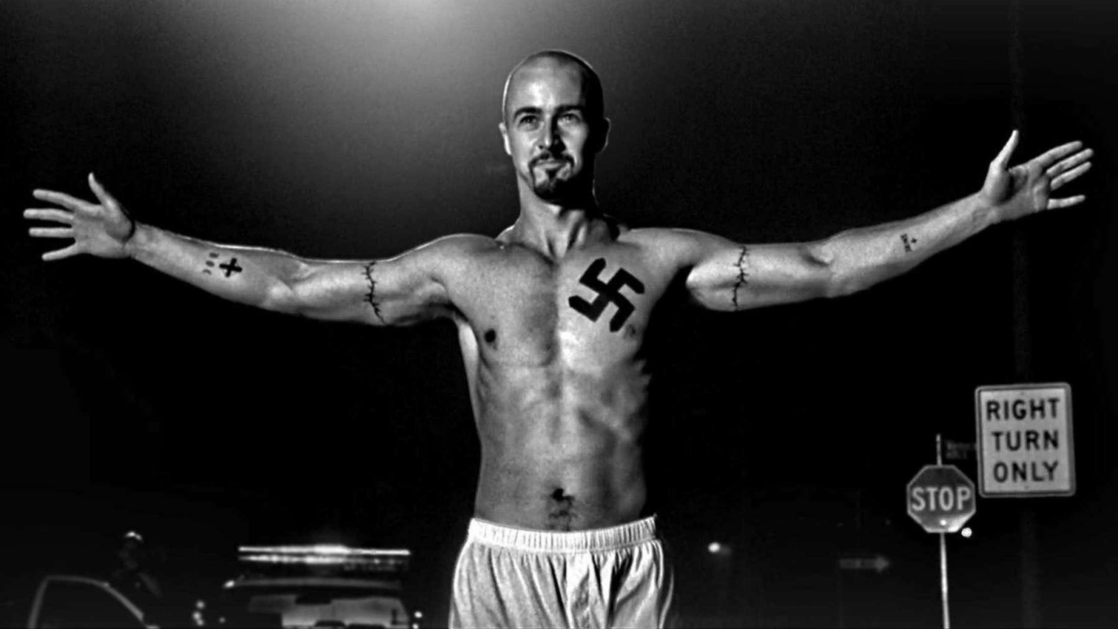 Den egentlige lære af 'American History X' to årtier efter premieren ligger lige bag de uudslettelige voldsscener