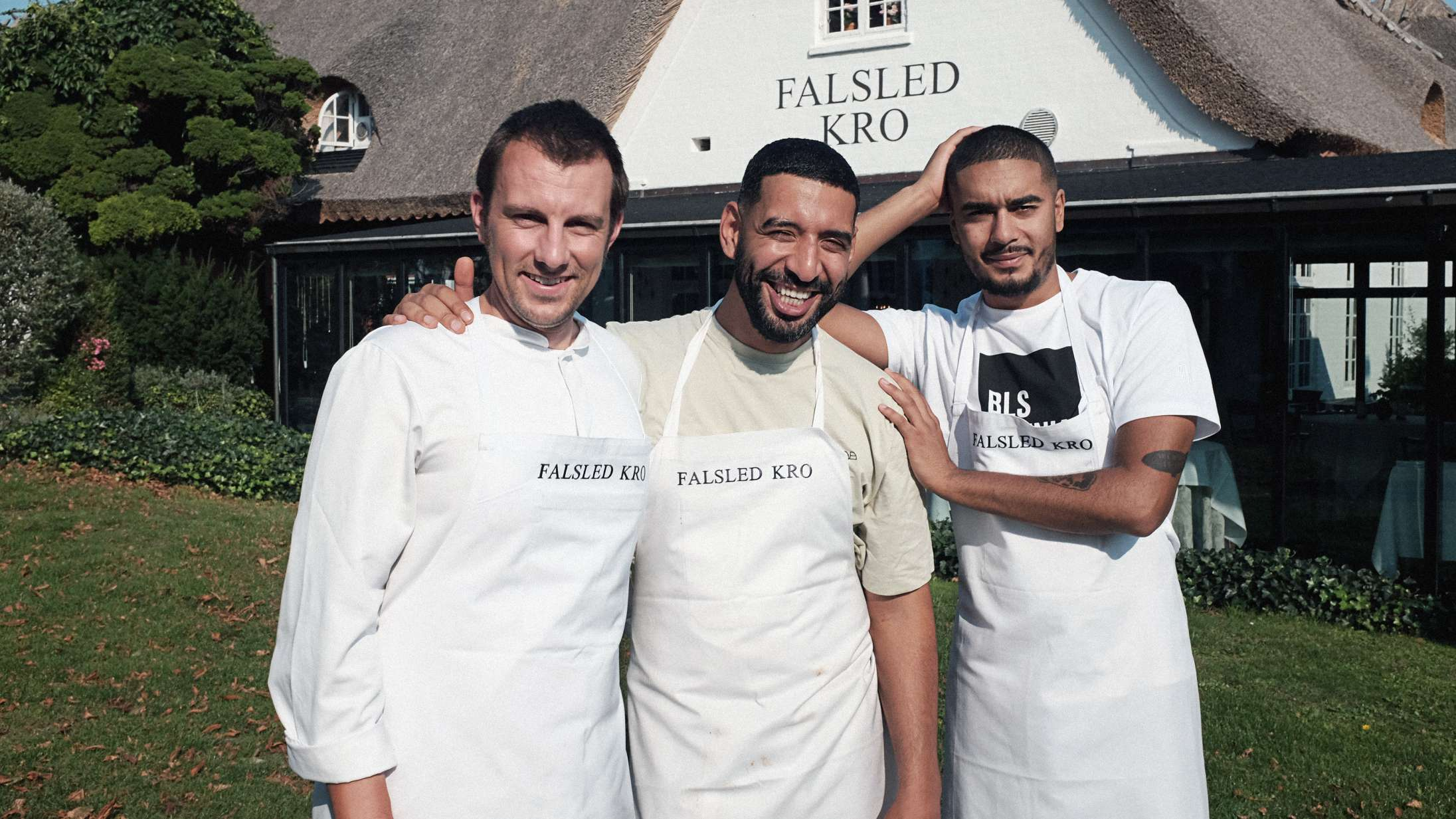 'Madholdet': Hør, laver Kesi og Karl William overhovedet selv den mad, de serverer i TV 2's nye madprogram?