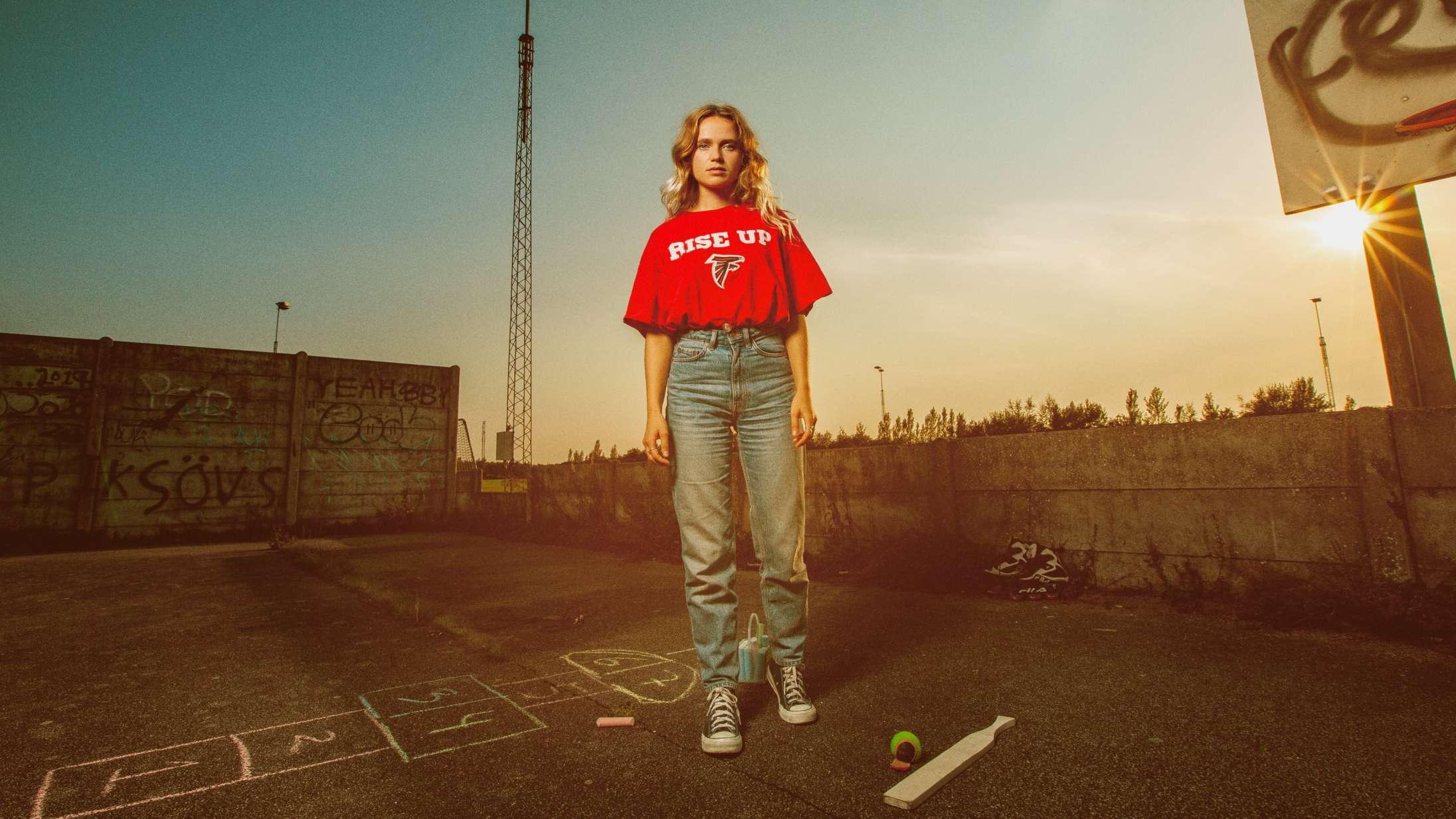 Dopha forløser popstjernepotentialet på overlegent debutalbum
