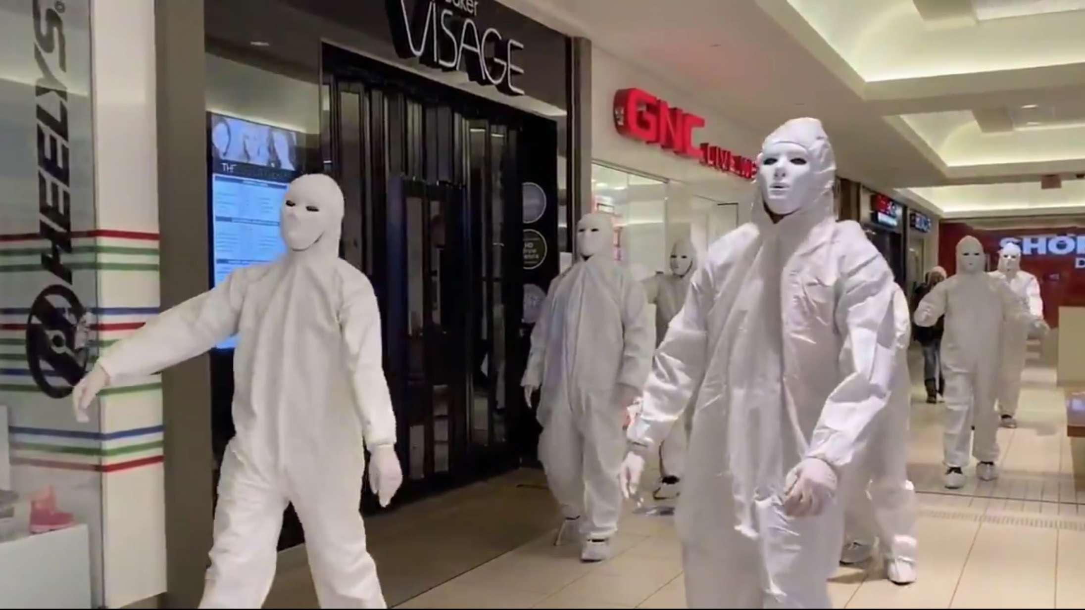 Bizar internet-flash mob mod maskepåbud spreder sig i Europa
