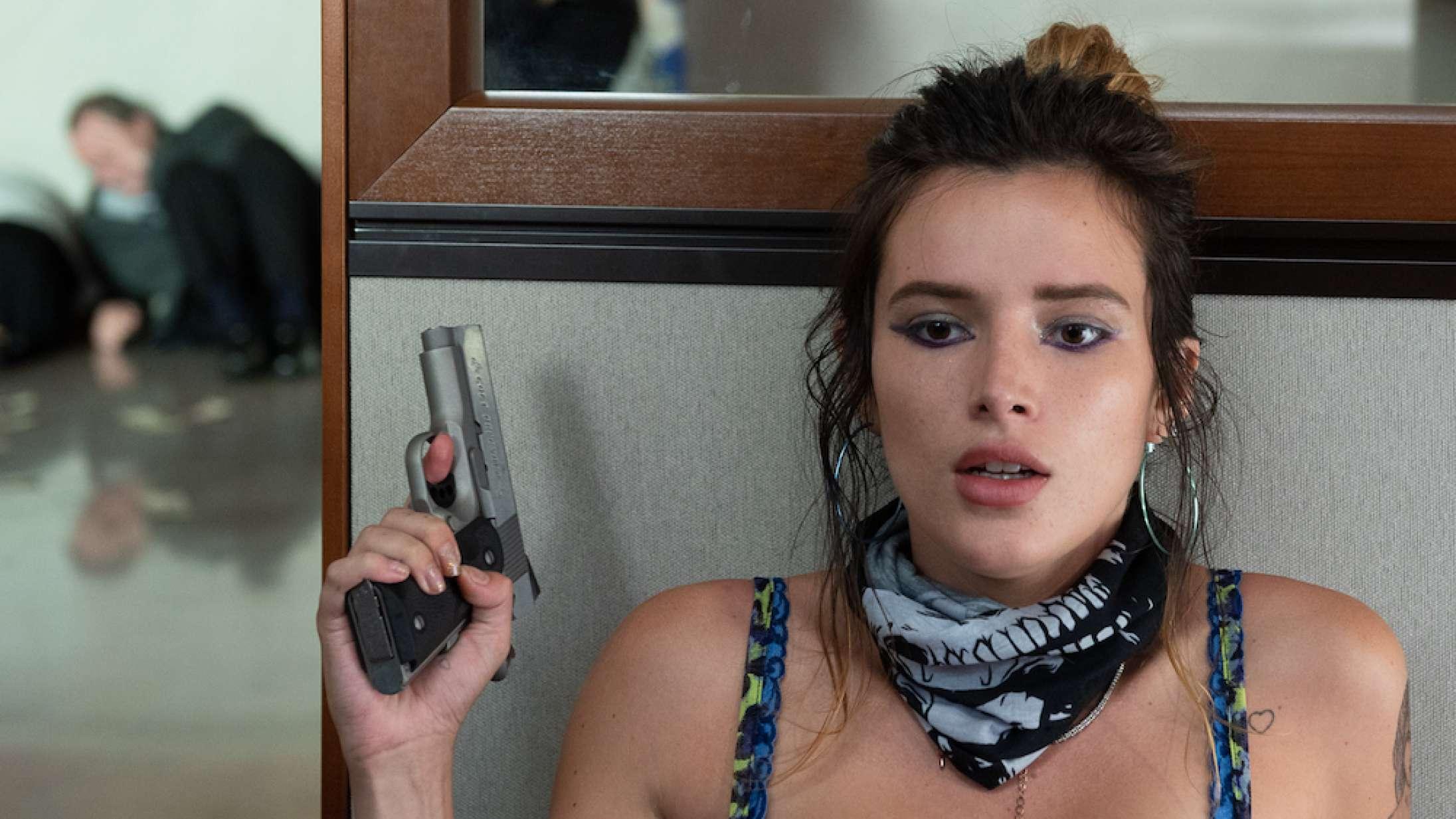 'Infamous': Det er godt, at Bella Thorne har noget at falde tilbage på