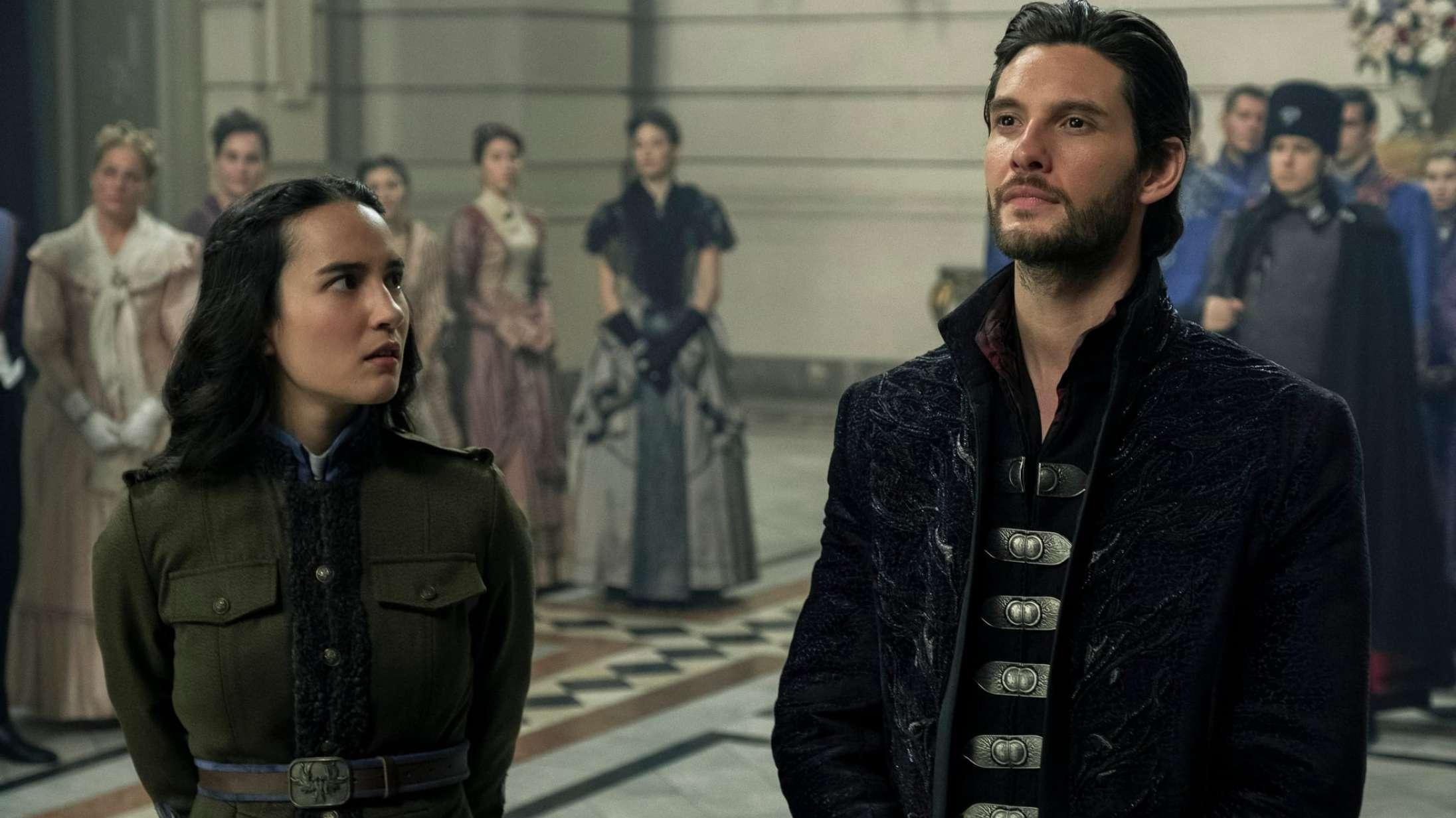 'Shadow and Bone': 'The Witcher' møder 'Paradise Hotel' i Netflix' underholdende fantasysatsning