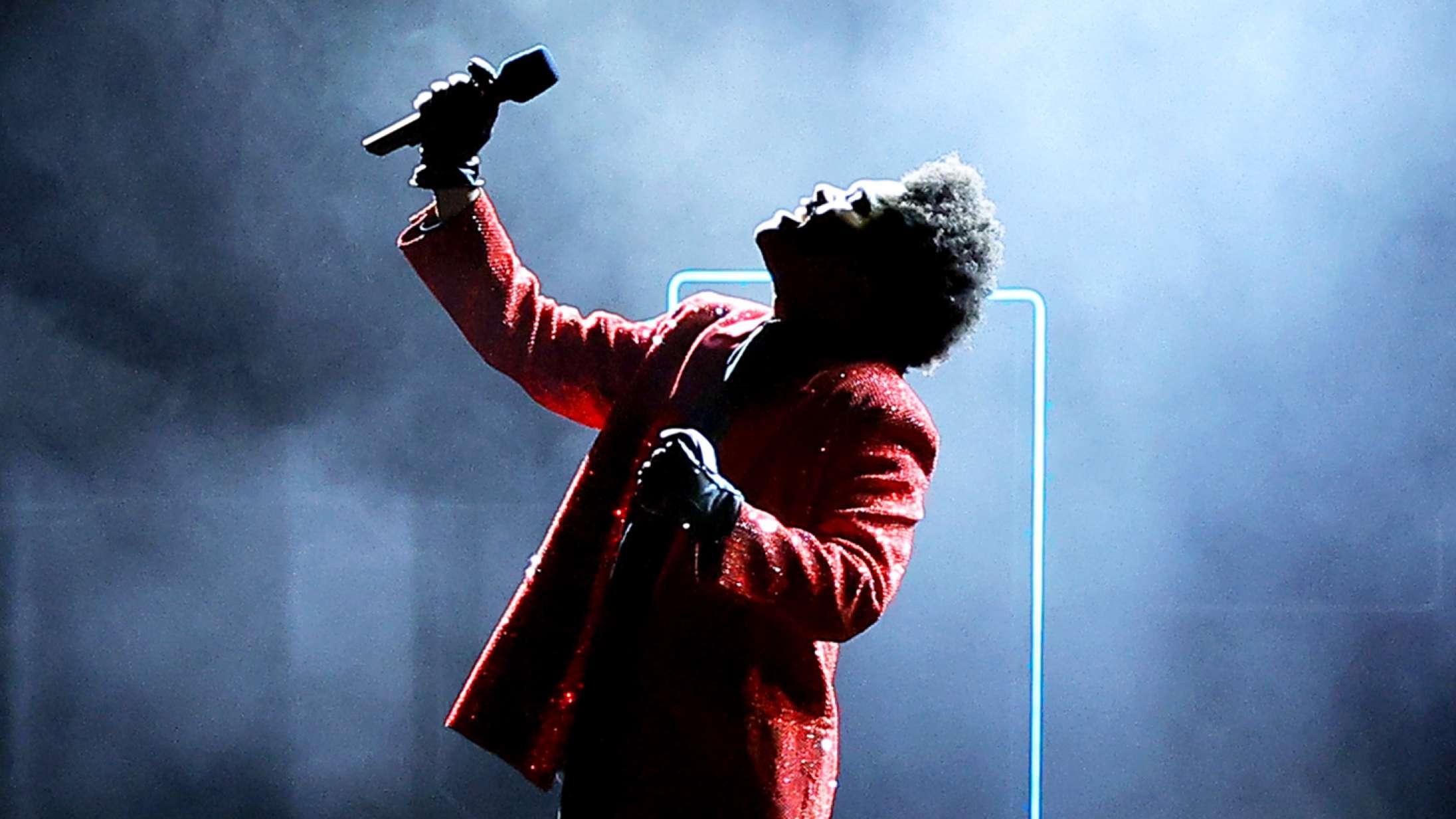 The Weeknds Super Bowl-optræden var en værdig afslutning på en 15 måneder lang performance