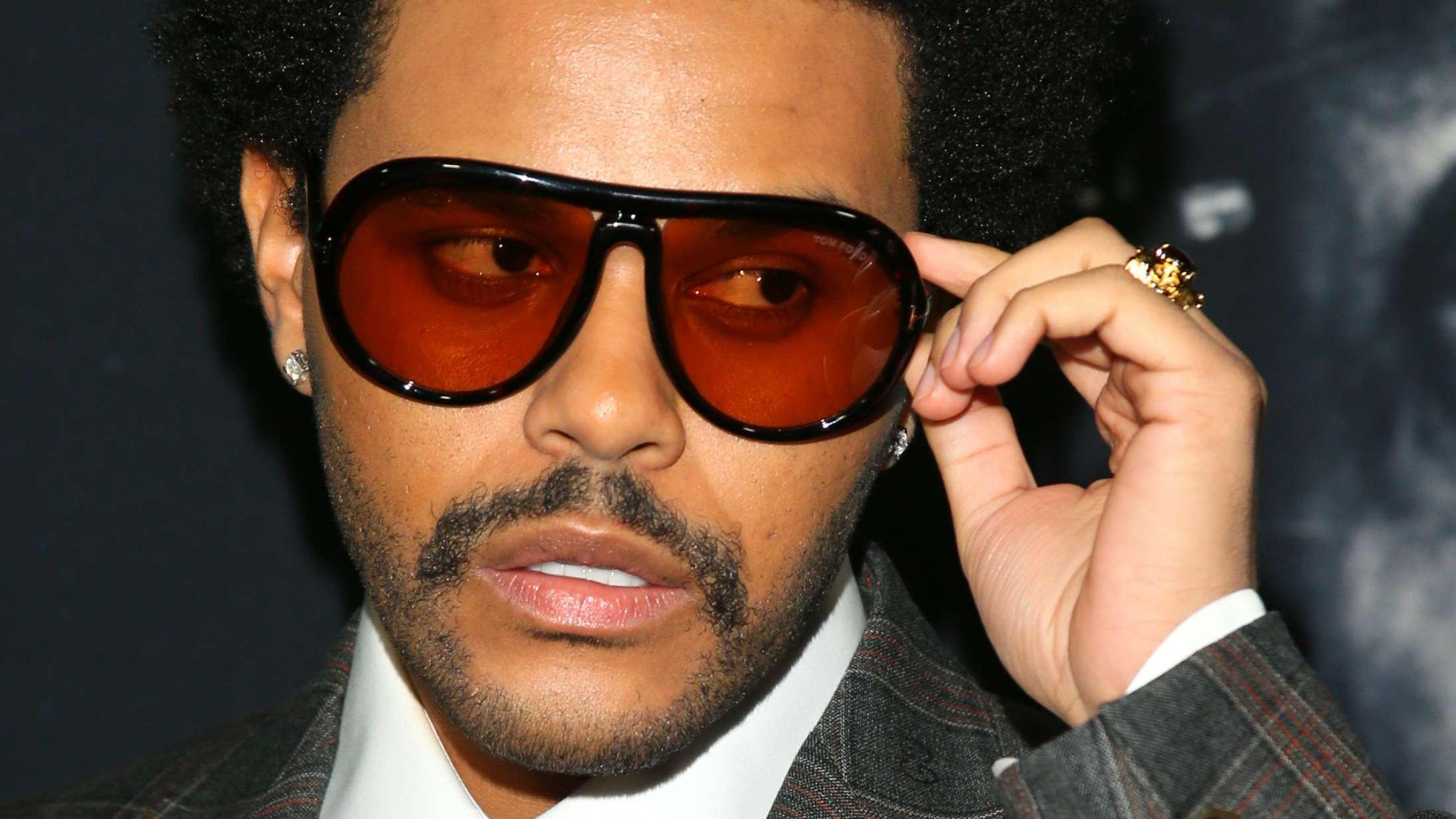 Hvad sker der lige for, at The Weeknd udgiver et greatest hits-album – storhedsvanvid?
