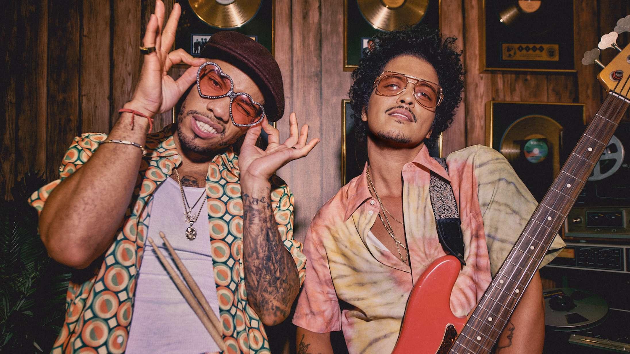 Anderson .Paak og Bruno Mars burde være et festfyrværkeri sammen – hvorfor føles deres fællessingle som en fuser?
