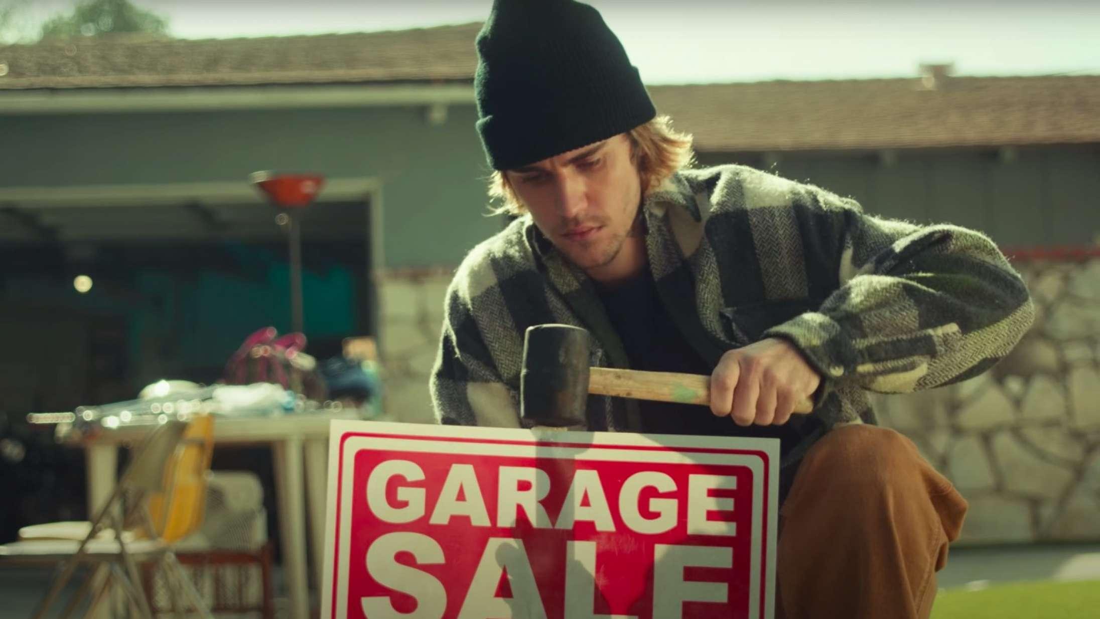 Justin Bieber er bankrøver i ny musikvideo – men vi tror, han prøver at fortælle os noget helt andet