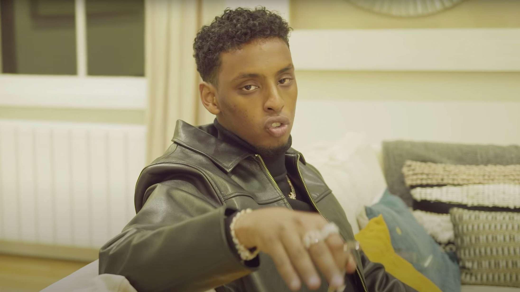 Bør en rapper, der er anklaget for kidnapning og at planlægge bombeangreb, hyldes med store musikpriser?