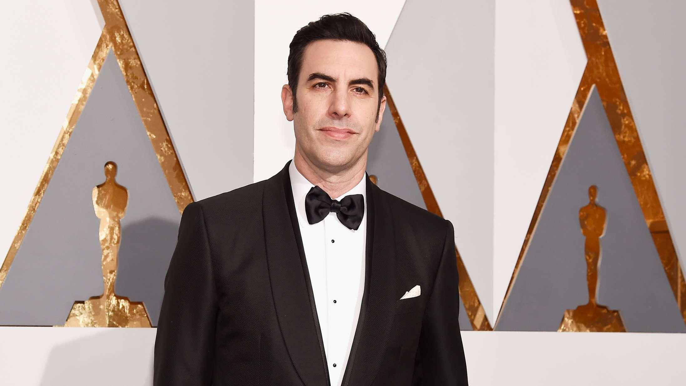 Borat er sendt på pension – Sacha Baron Cohen har aldrig stået stærkere